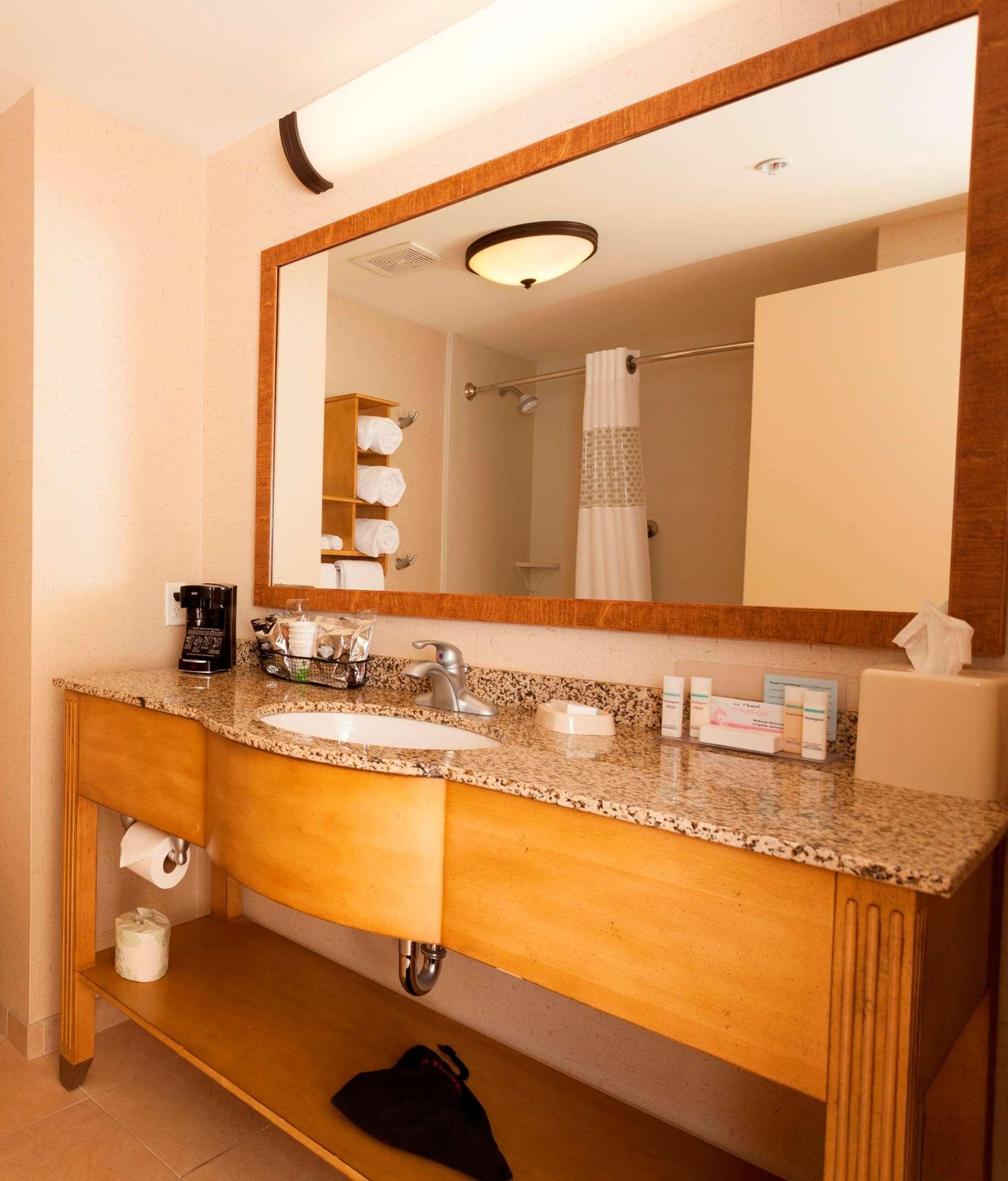 Hampton Inn & Suites Riverton image 38