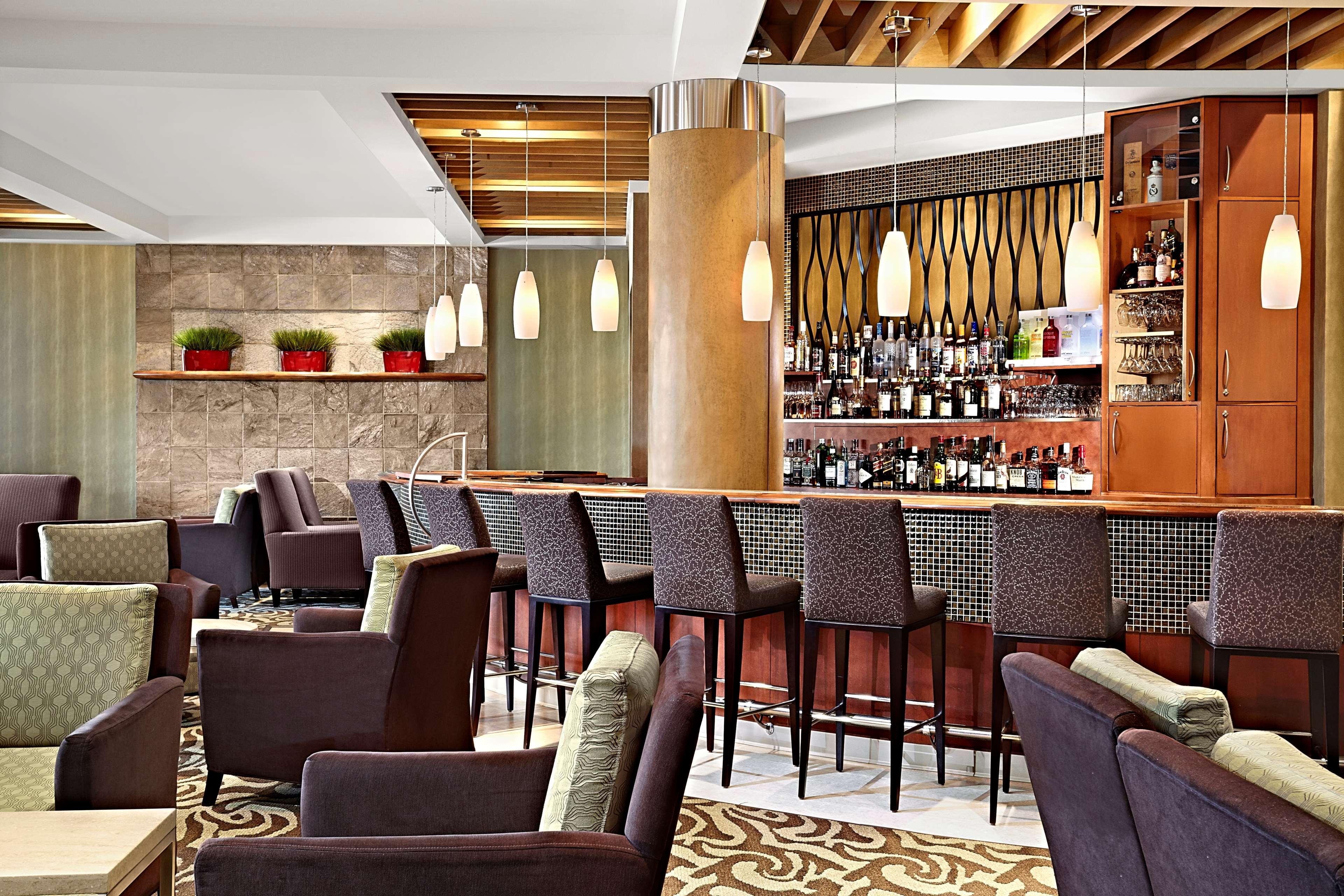 Sheraton Cavalier Calgary Hotel in Calgary: Lobby Lounge
