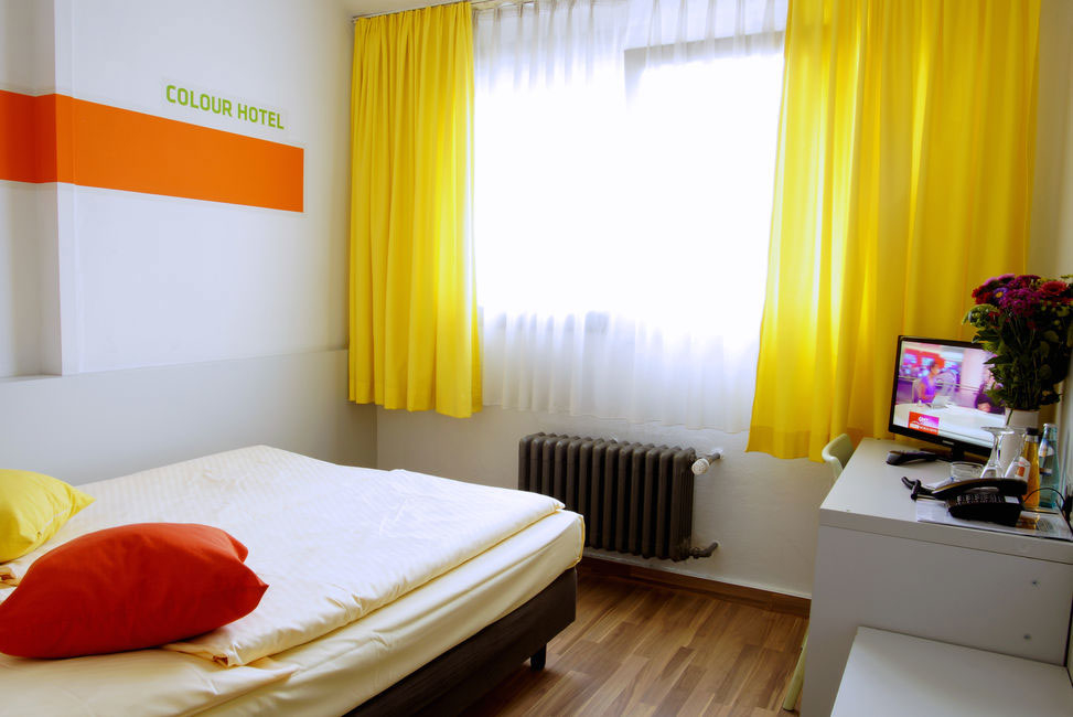 Colour hotel hotels hotels restaurants frankfurt for Design hotel taunus