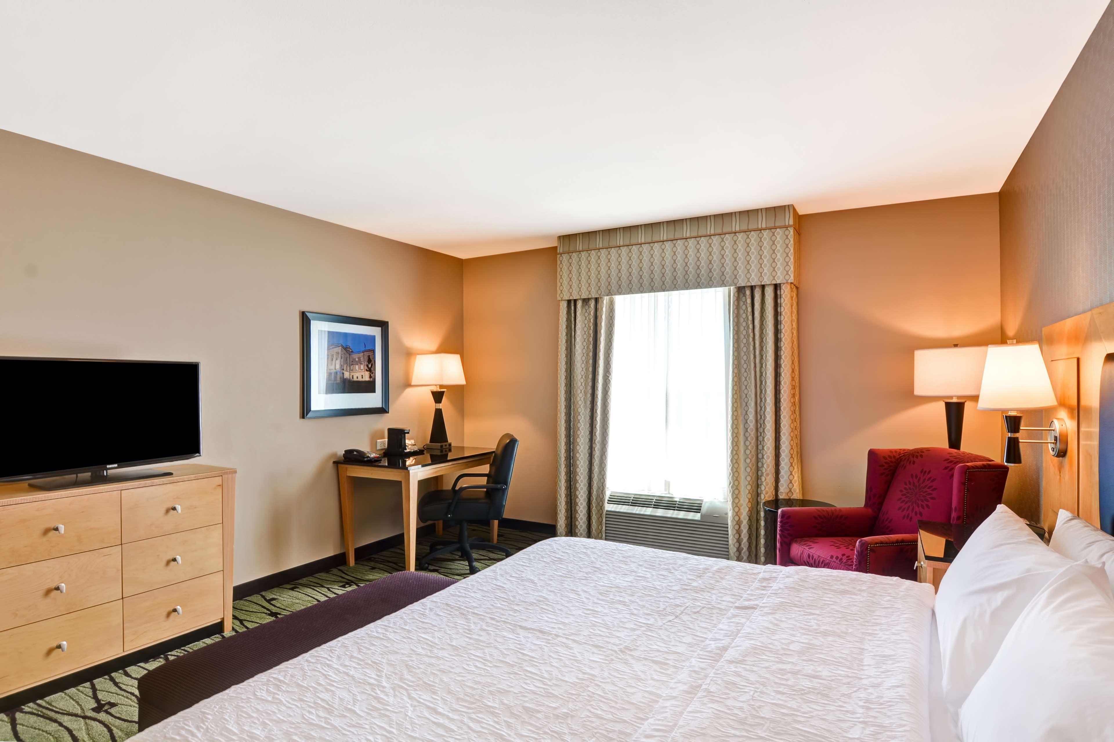 Hampton Inn & Suites Raleigh/Crabtree Valley image 31