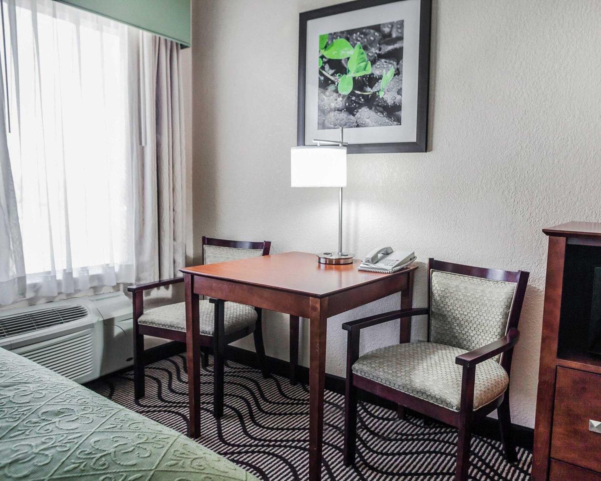 Quality Inn & Suites Altoona - Des Moines image 8