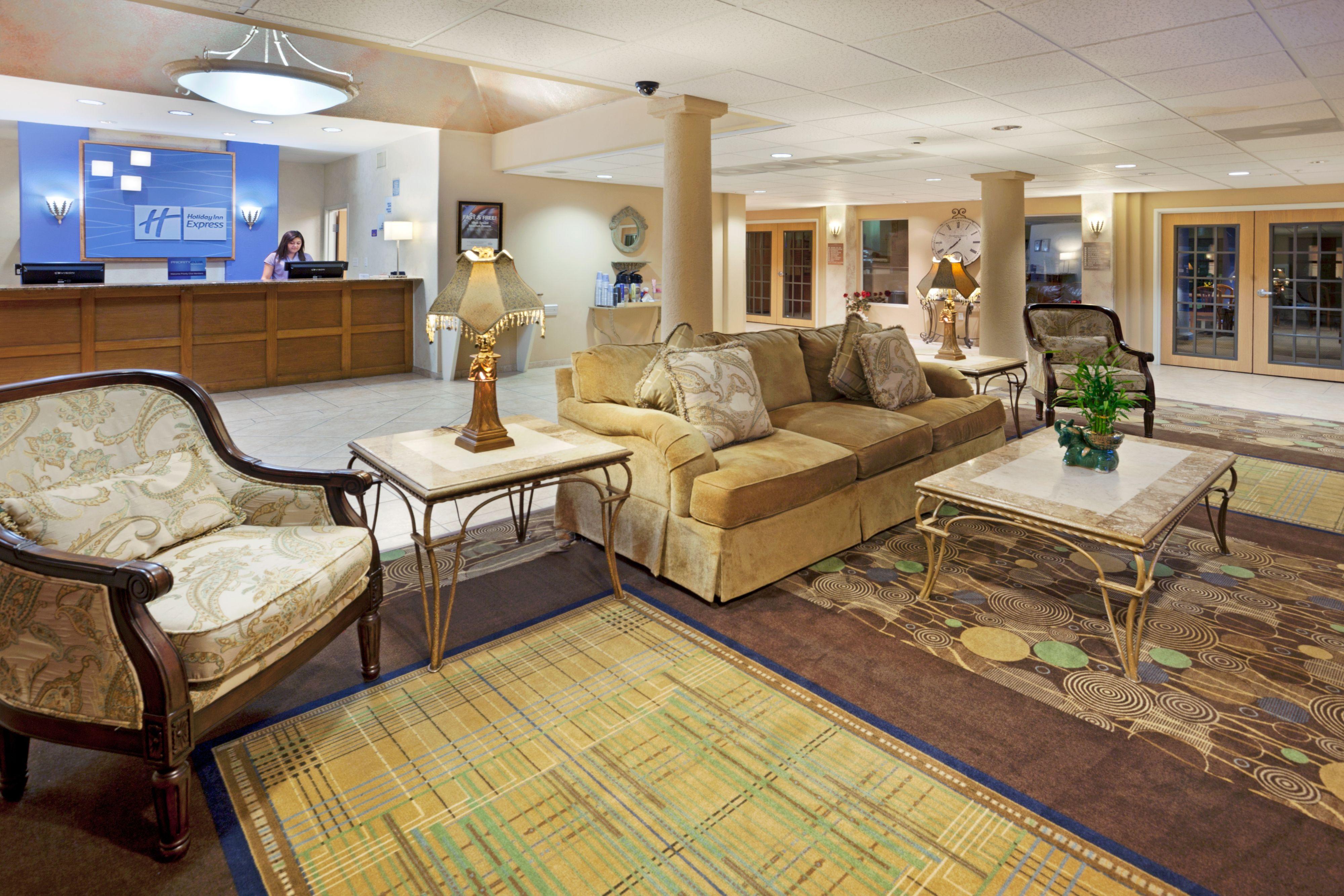 Holiday Inn Express & Suites Elgin image 5