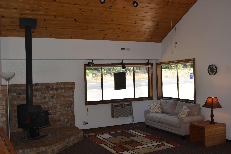 Pioneer Inn & Suites image 7