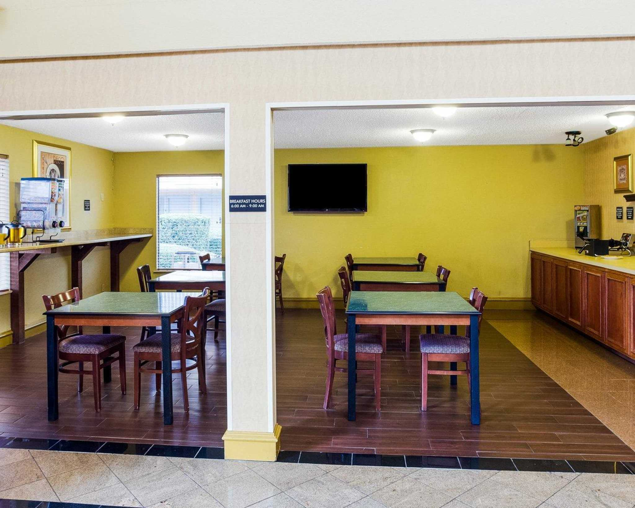 Rodeway Inn & Suites Fiesta Park image 27