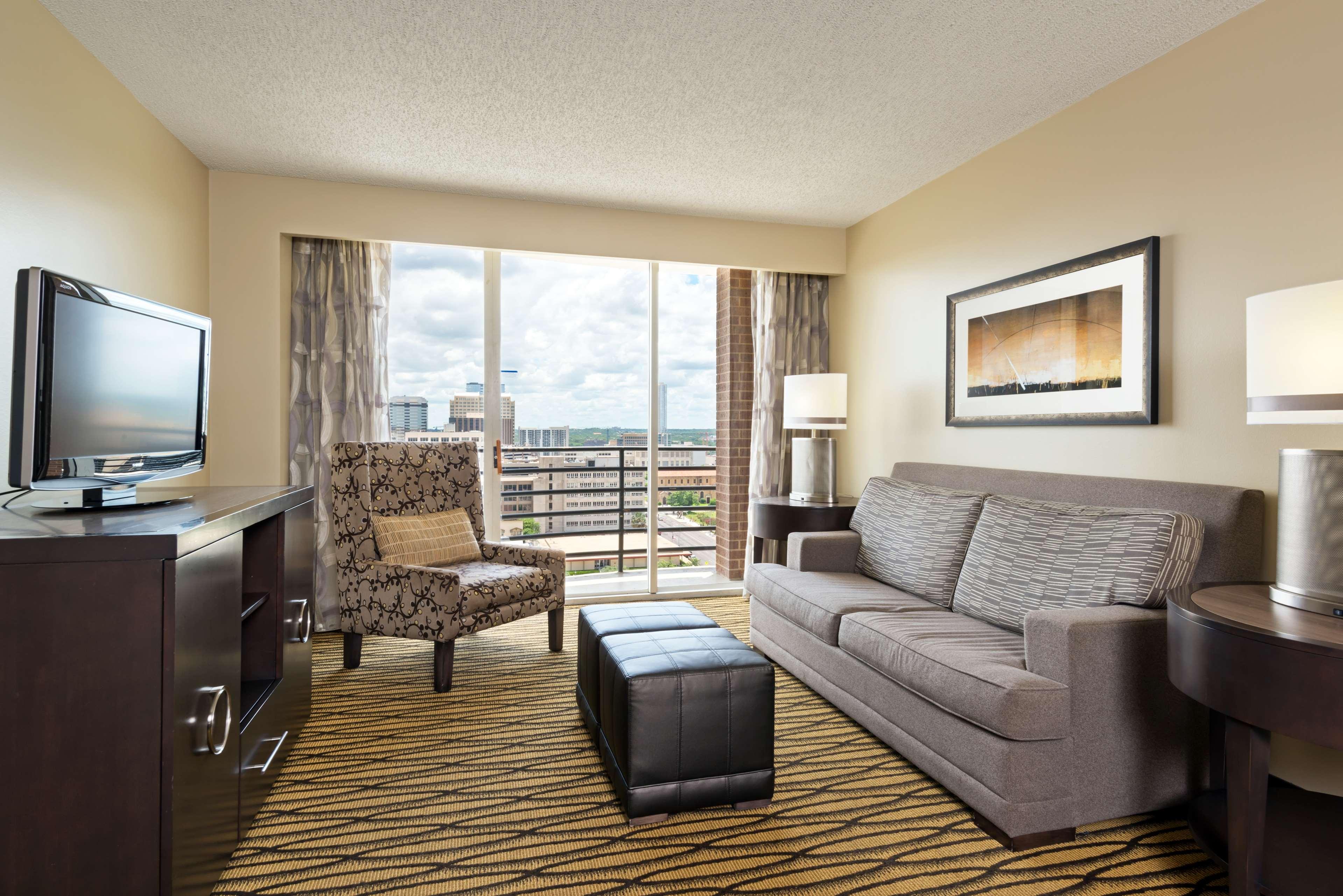 DoubleTree Suites by Hilton Hotel Austin image 7