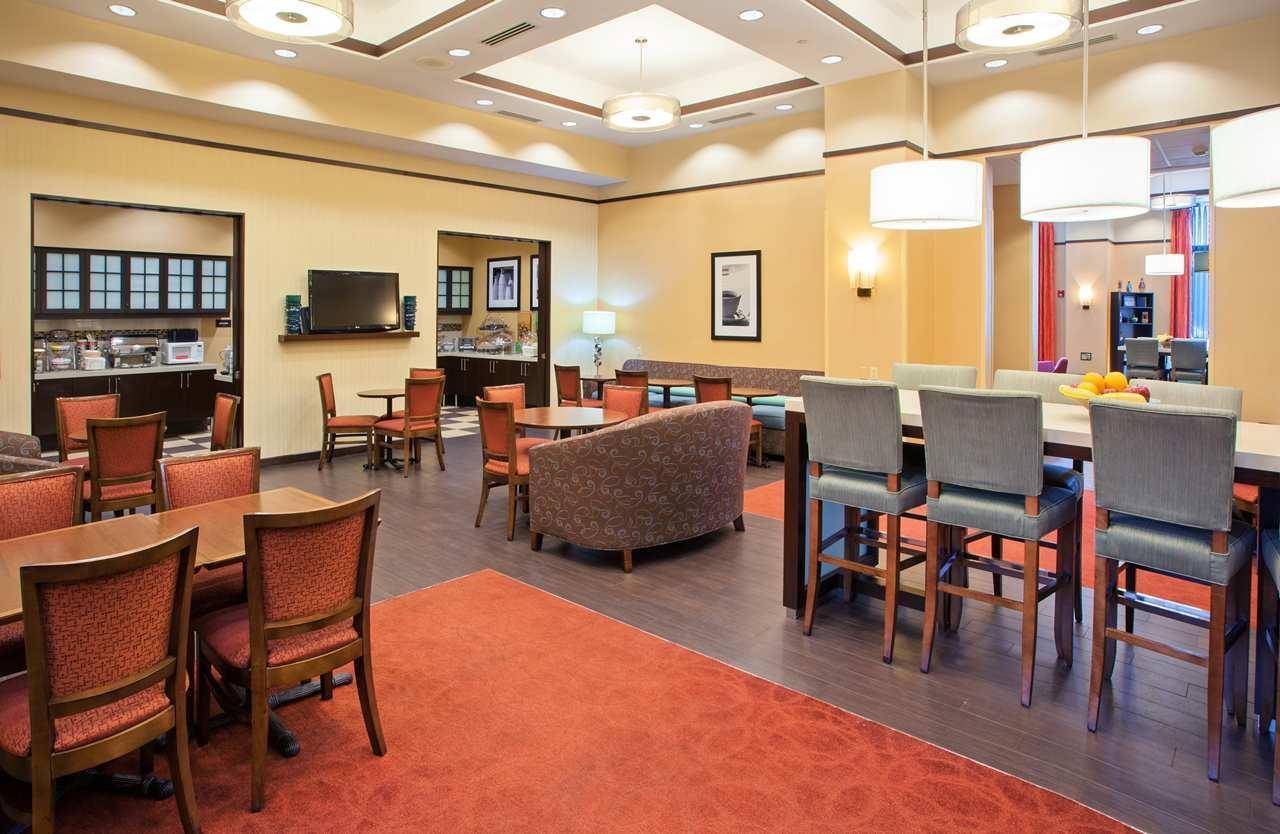 Hampton Inn & Suites Chicago-North Shore/Skokie image 4
