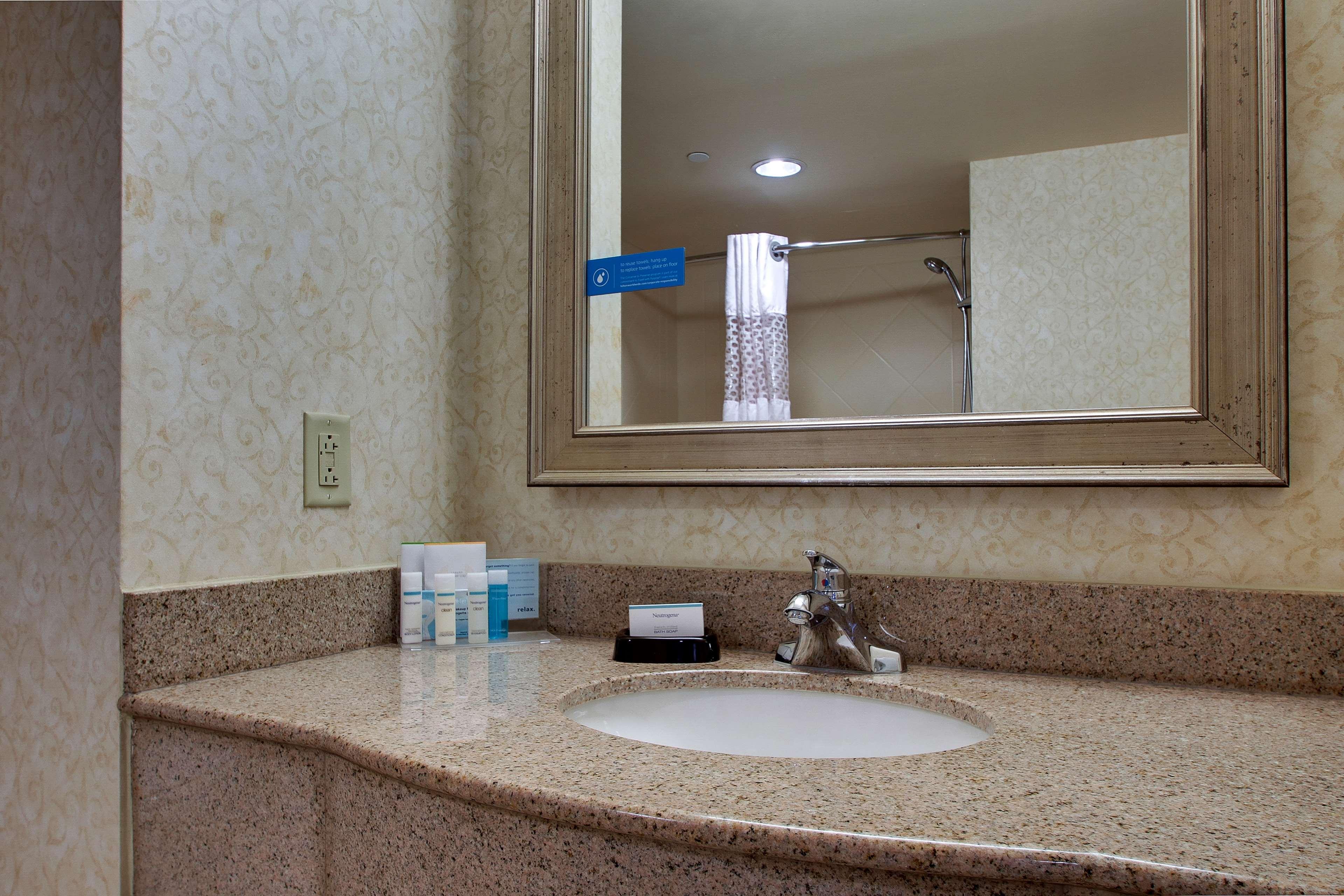 Hampton Inn & Suites Spartanburg-I-26-Westgate Mall image 28