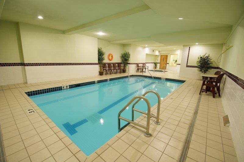 Best Western Peace Arch Inn in Surrey: Pool