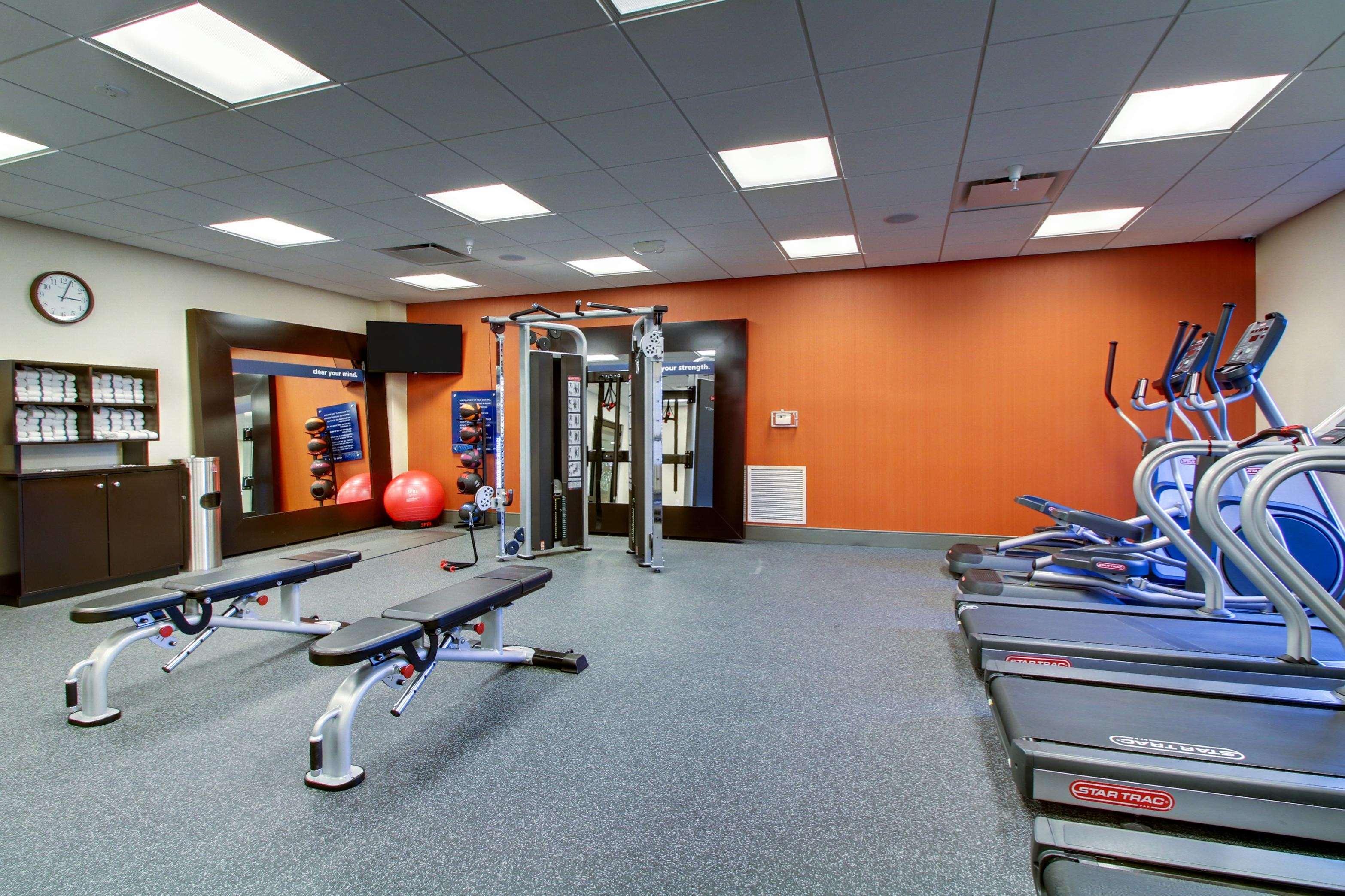 Hampton Inn & Suites Milwaukee West image 4