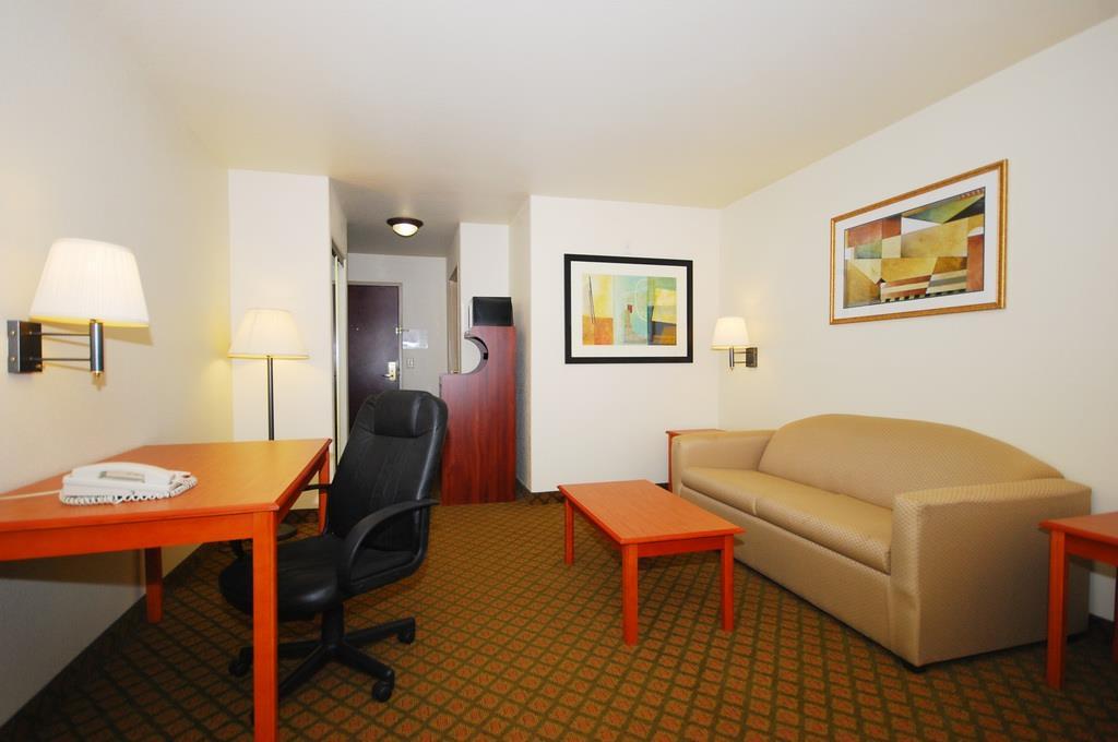 Best Western Henrietta Inn & Suites image 14