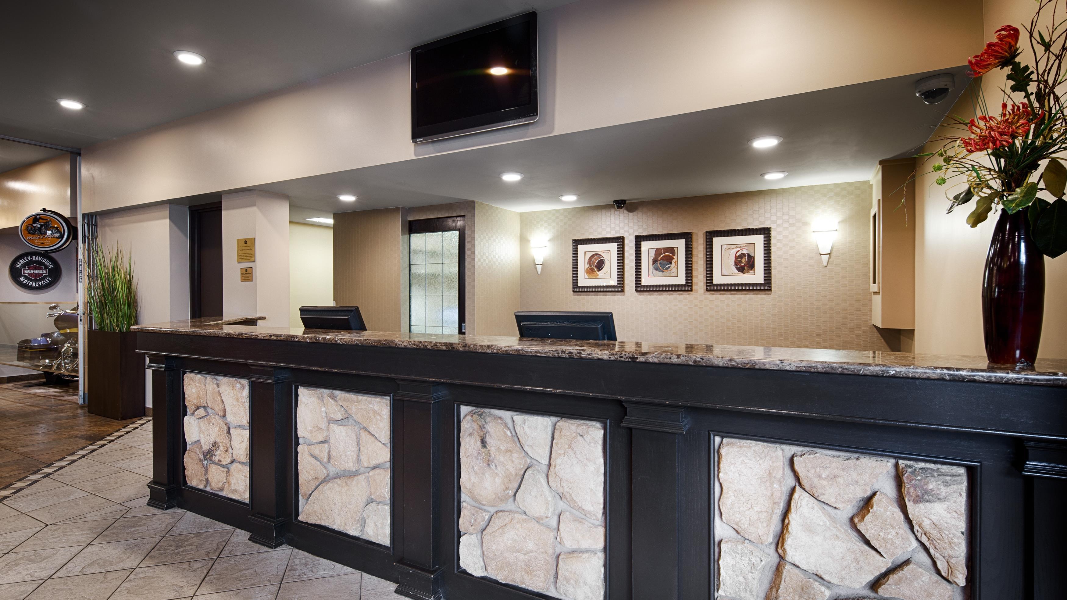 Best Western Seven Oaks Inn in Regina: Front Desk