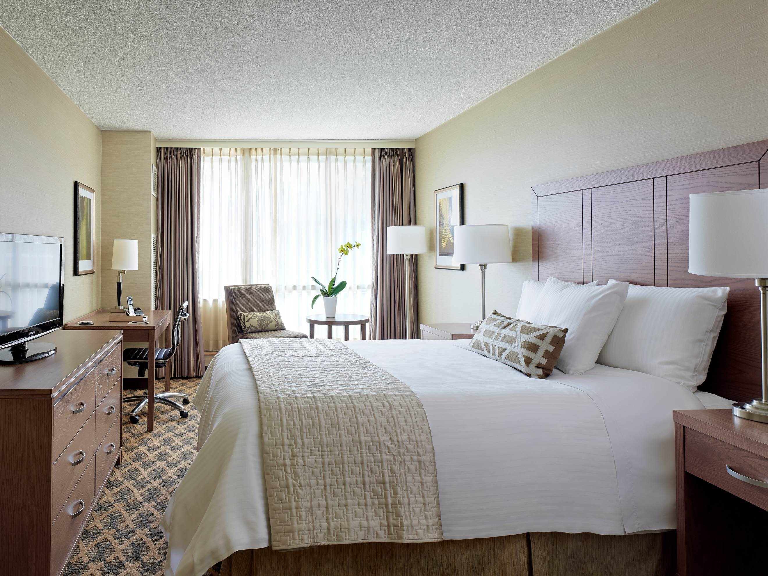 CHELSEA HOTEL, TORONTO in Toronto: King Size Bed Suite