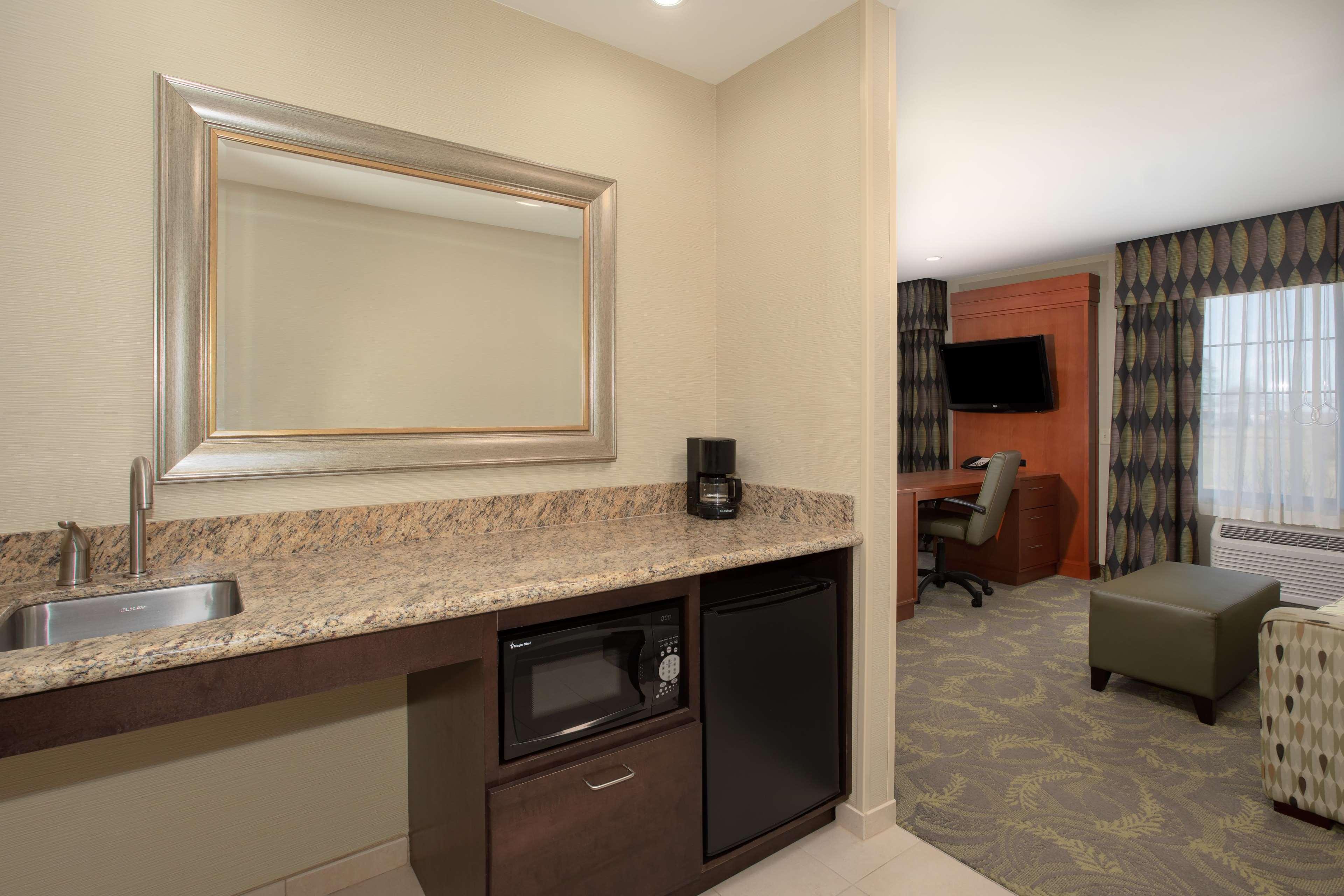 Hampton Inn & Suites Astoria image 17