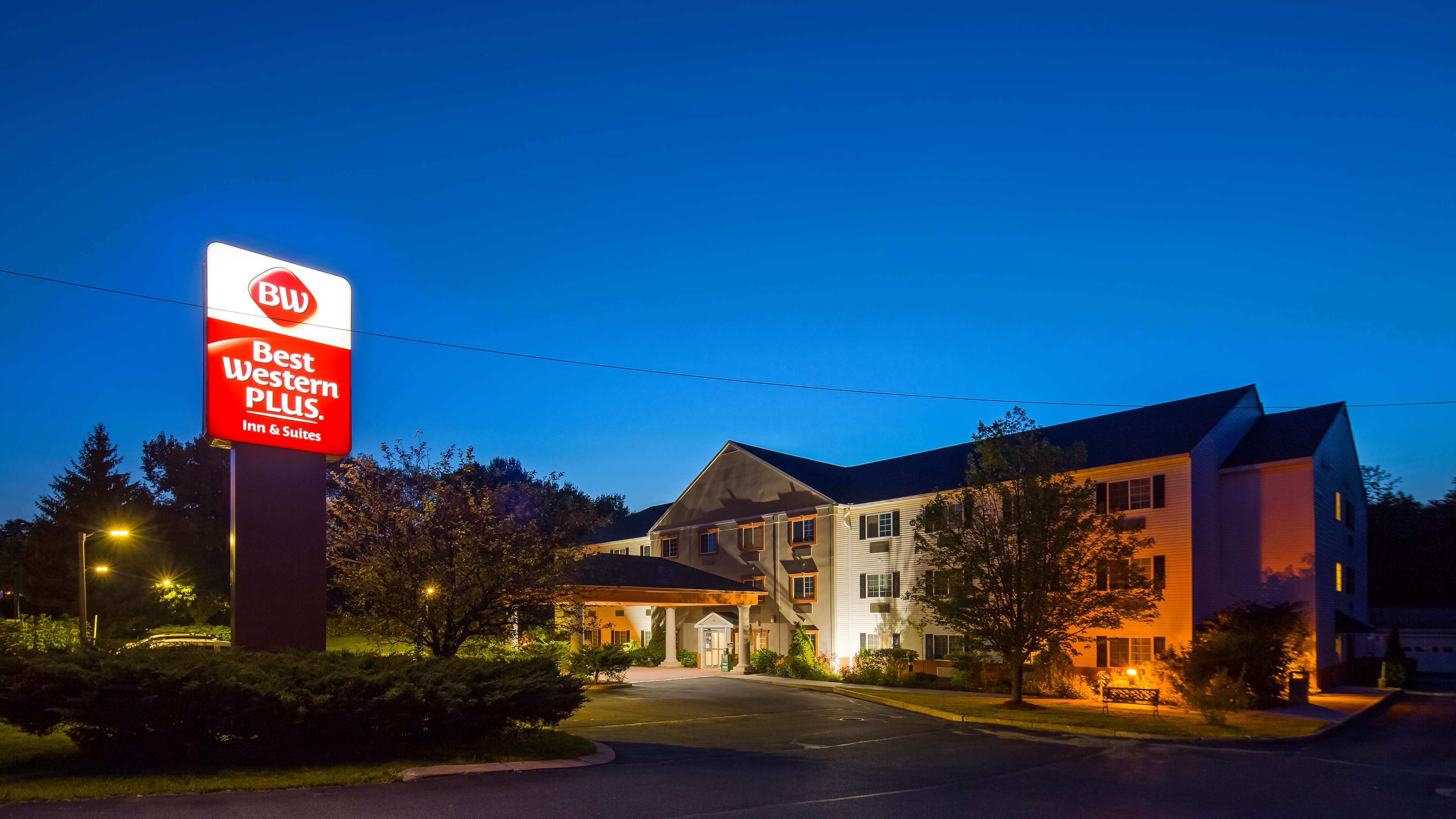 Best Western Plus Berkshire Hills Inn & Suites image 2