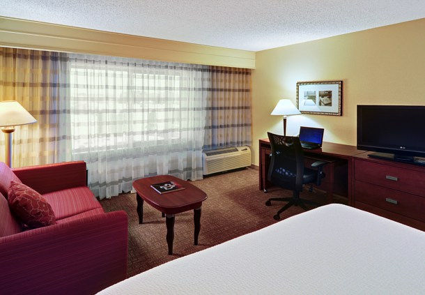 Courtyard by Marriott Fort Worth I-30 West Near NAS JRB image 3