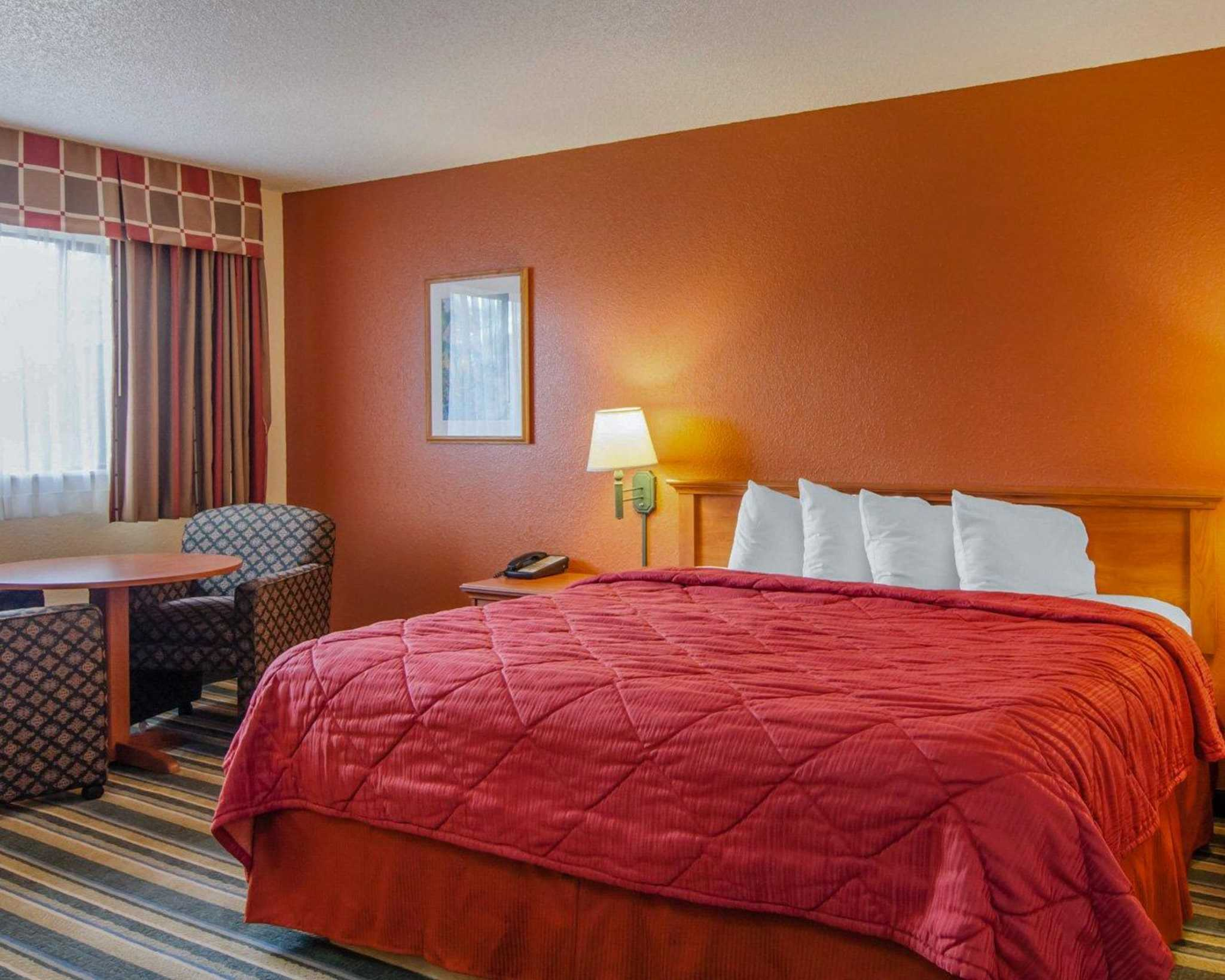 Quality Inn and Suites Airport image 4