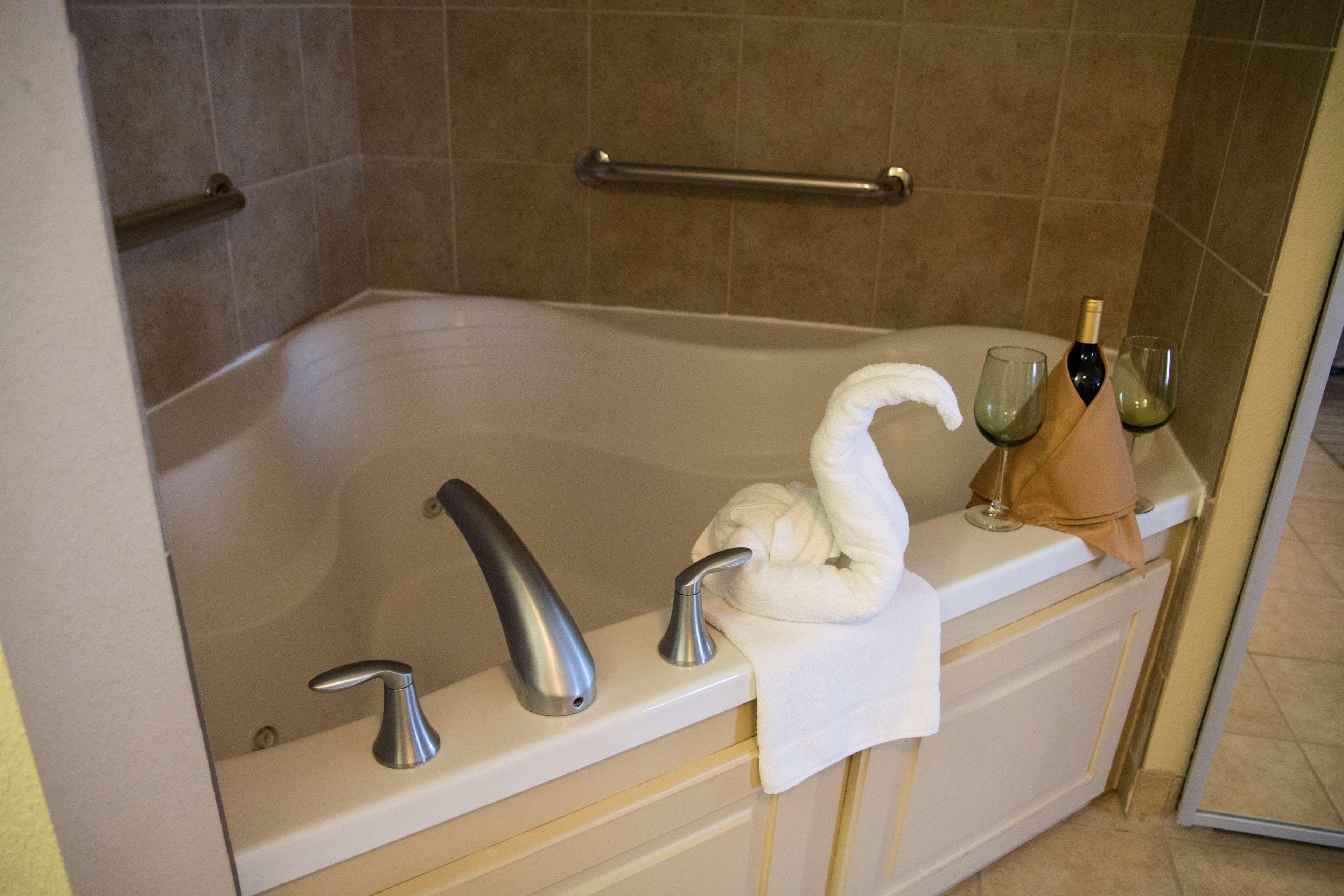 Hampton Inn & Suites Madera image 14