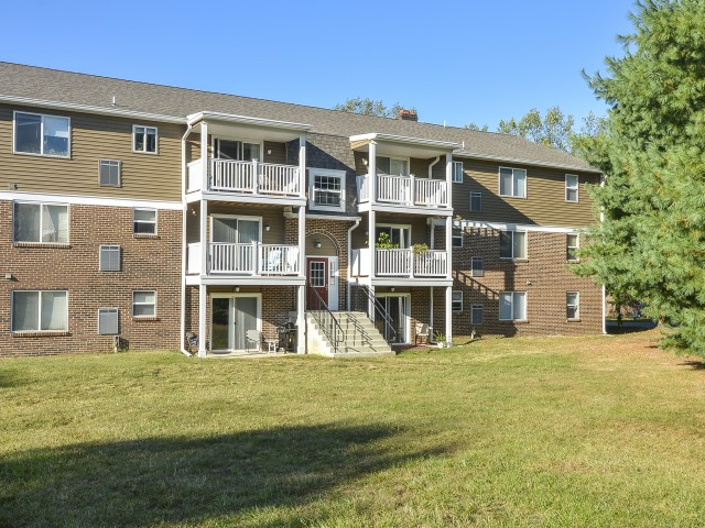 OakTree Apartments image 2