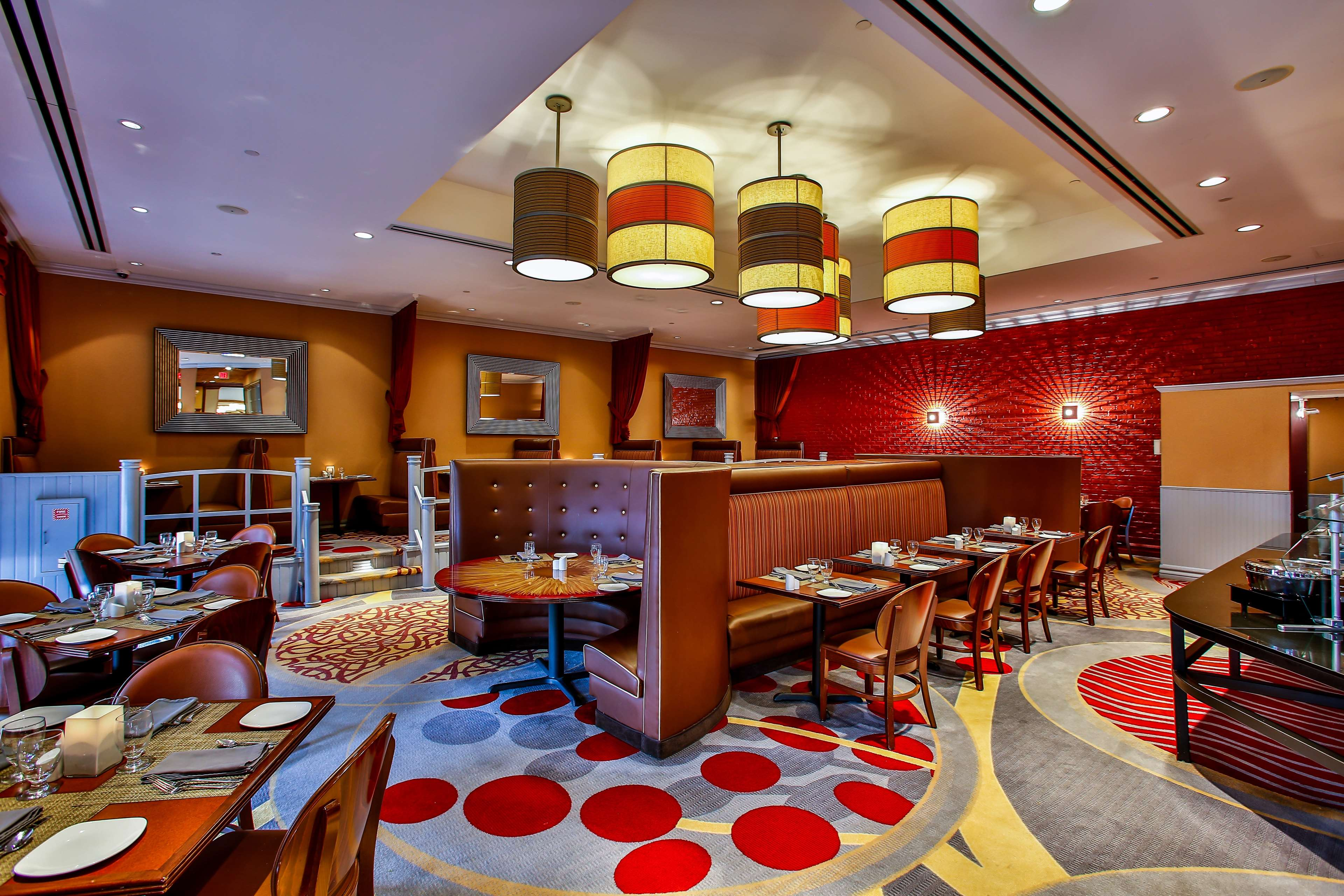 DoubleTree by Hilton Hotel Chicago - Alsip image 2