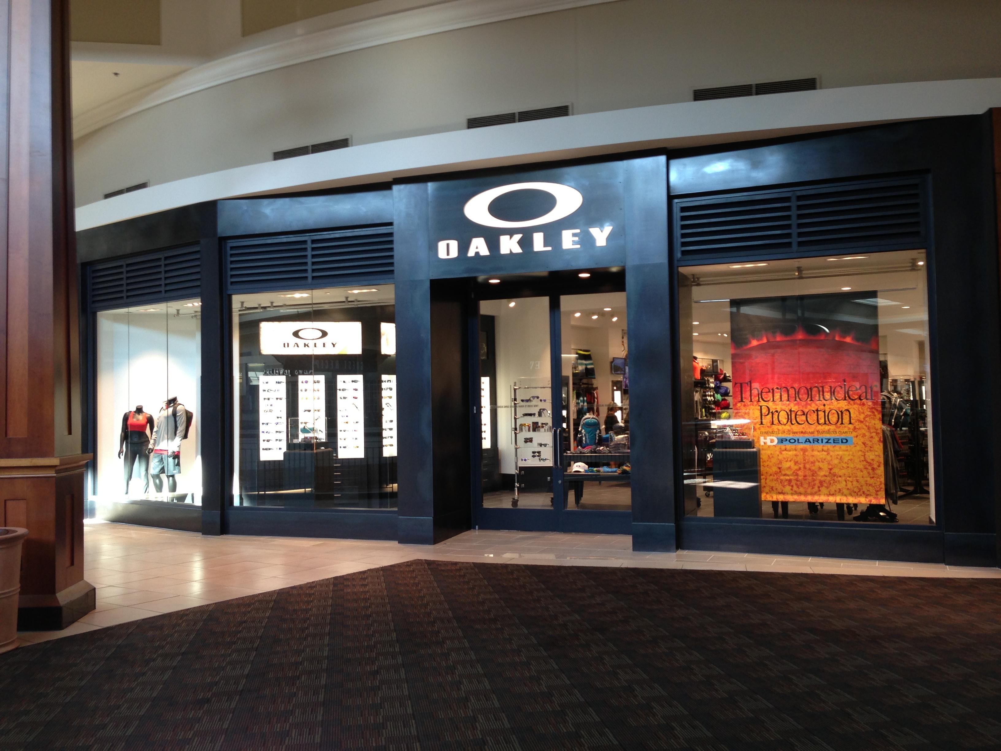 0ca615cc849e2 Oakley Store 1500 Polaris Parkway Ste 2062