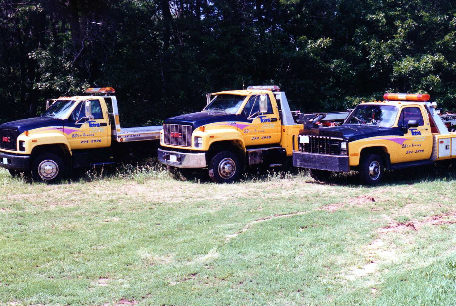 Tom's Auto Body & Towing image 0