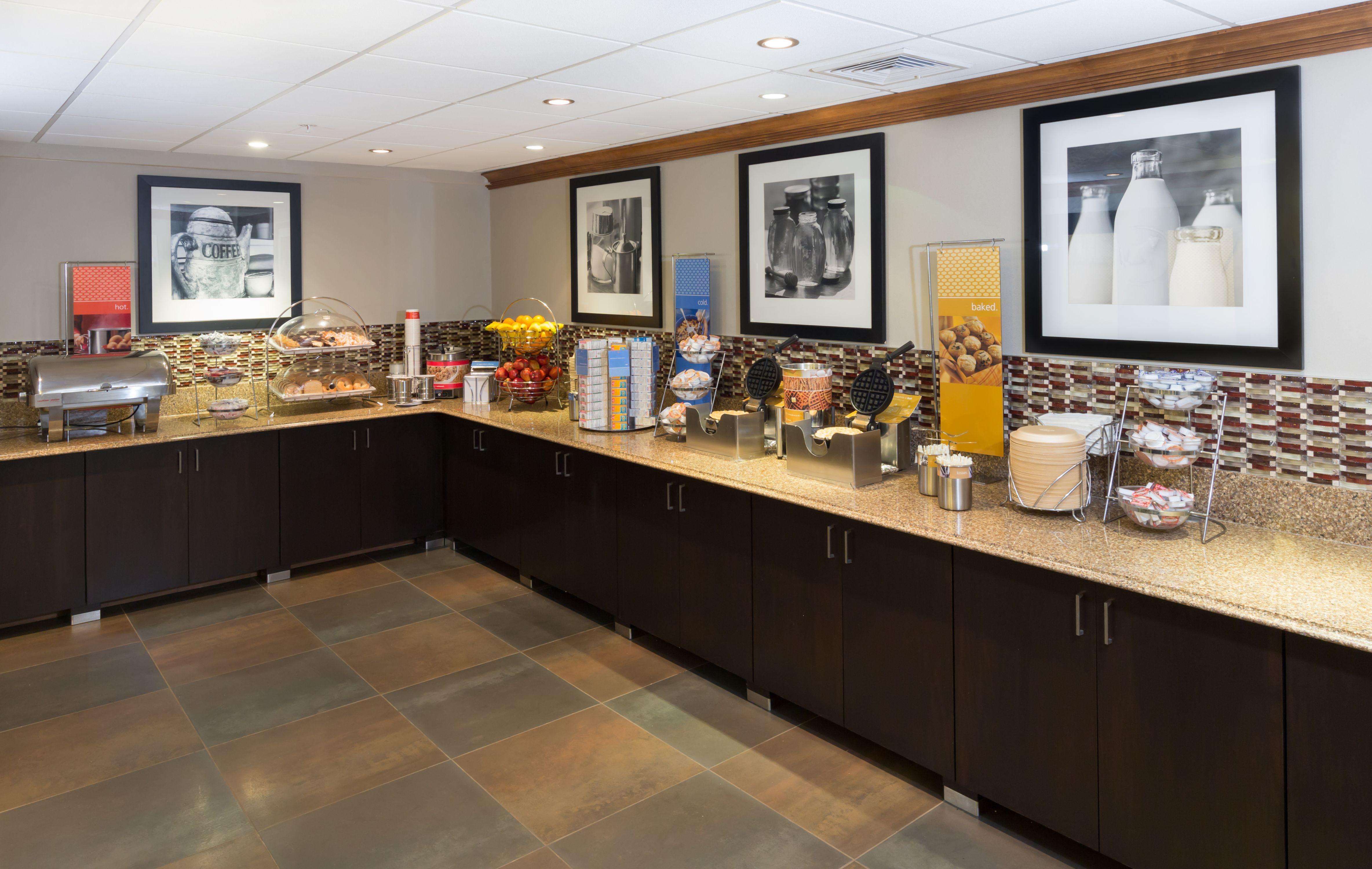 Hampton Inn Buffalo-Airport/Galleria Mall image 23