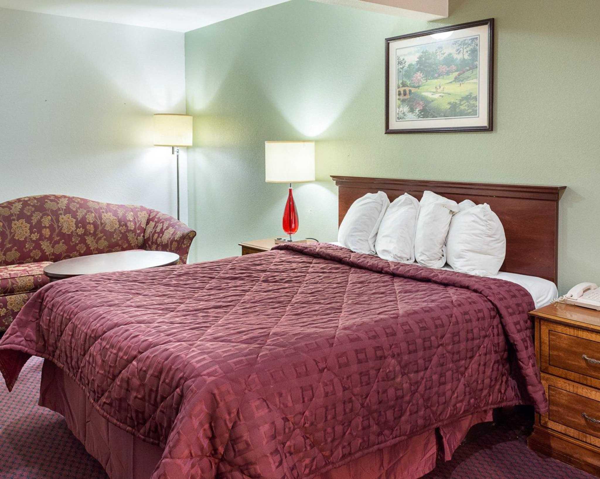 Econo Lodge Inn & Suites Carrollton Smithfield image 3