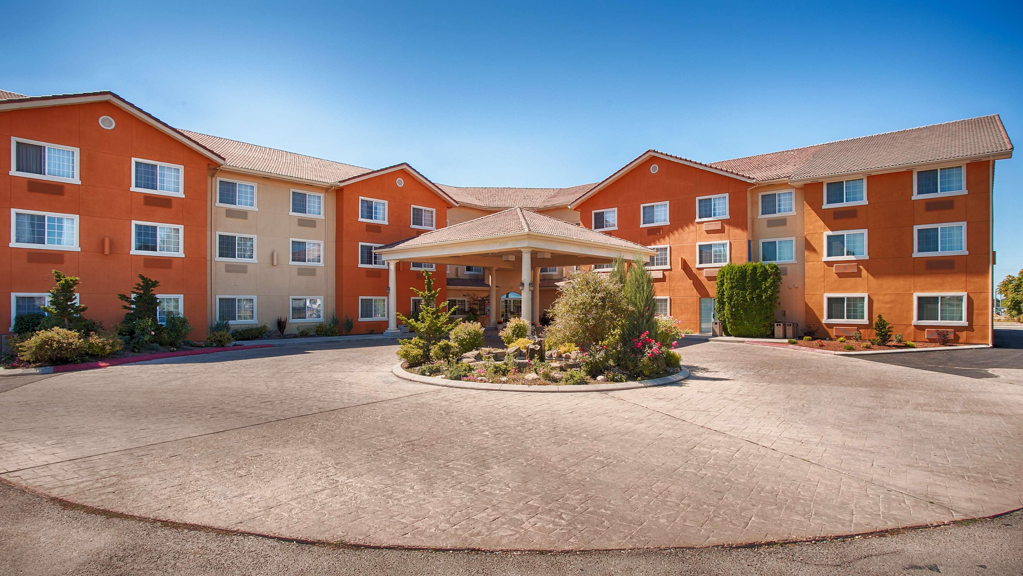 Best Western Plus Caldwell Inn & Suites image 2