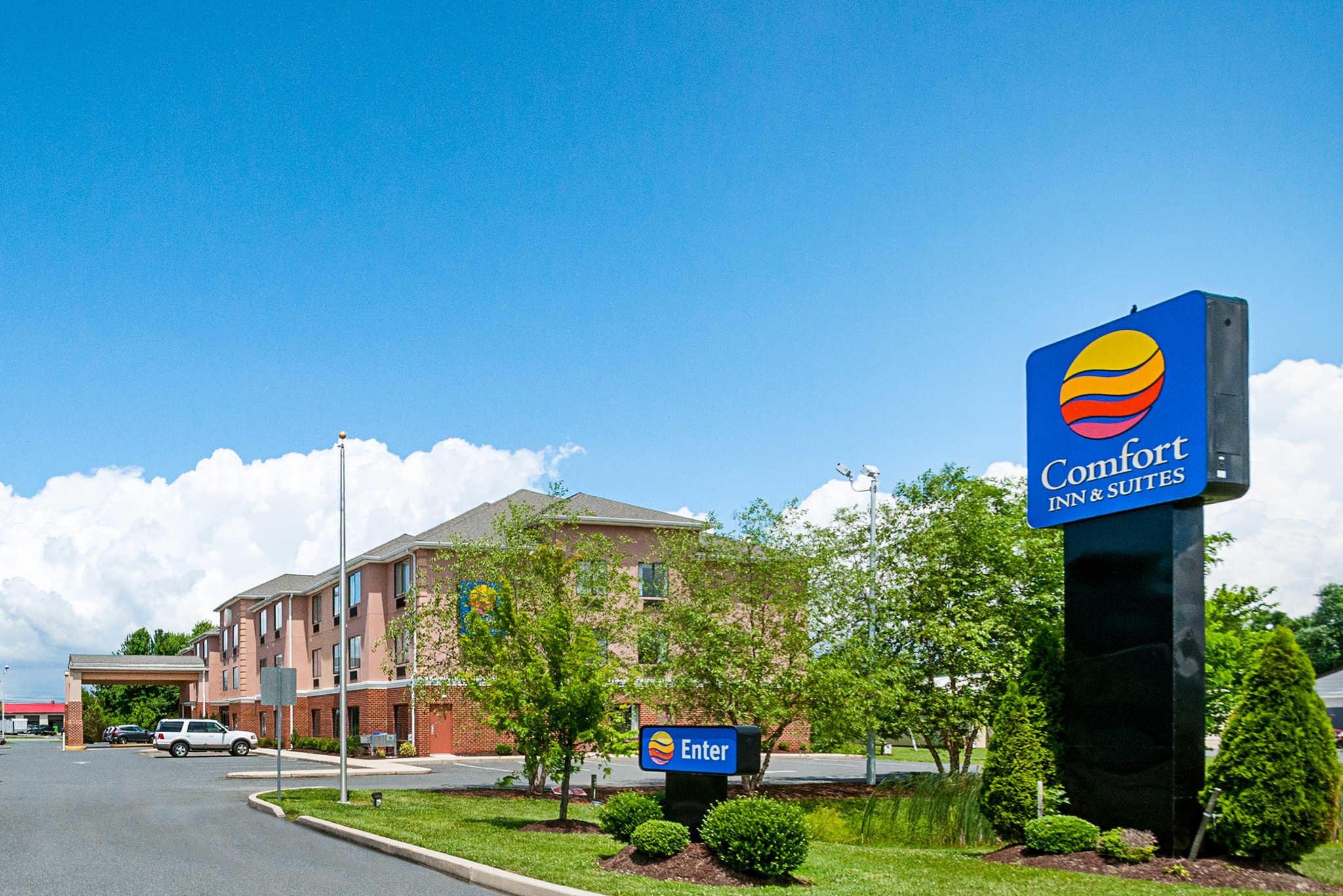 Comfort Inn & Suites Cambridge image 1