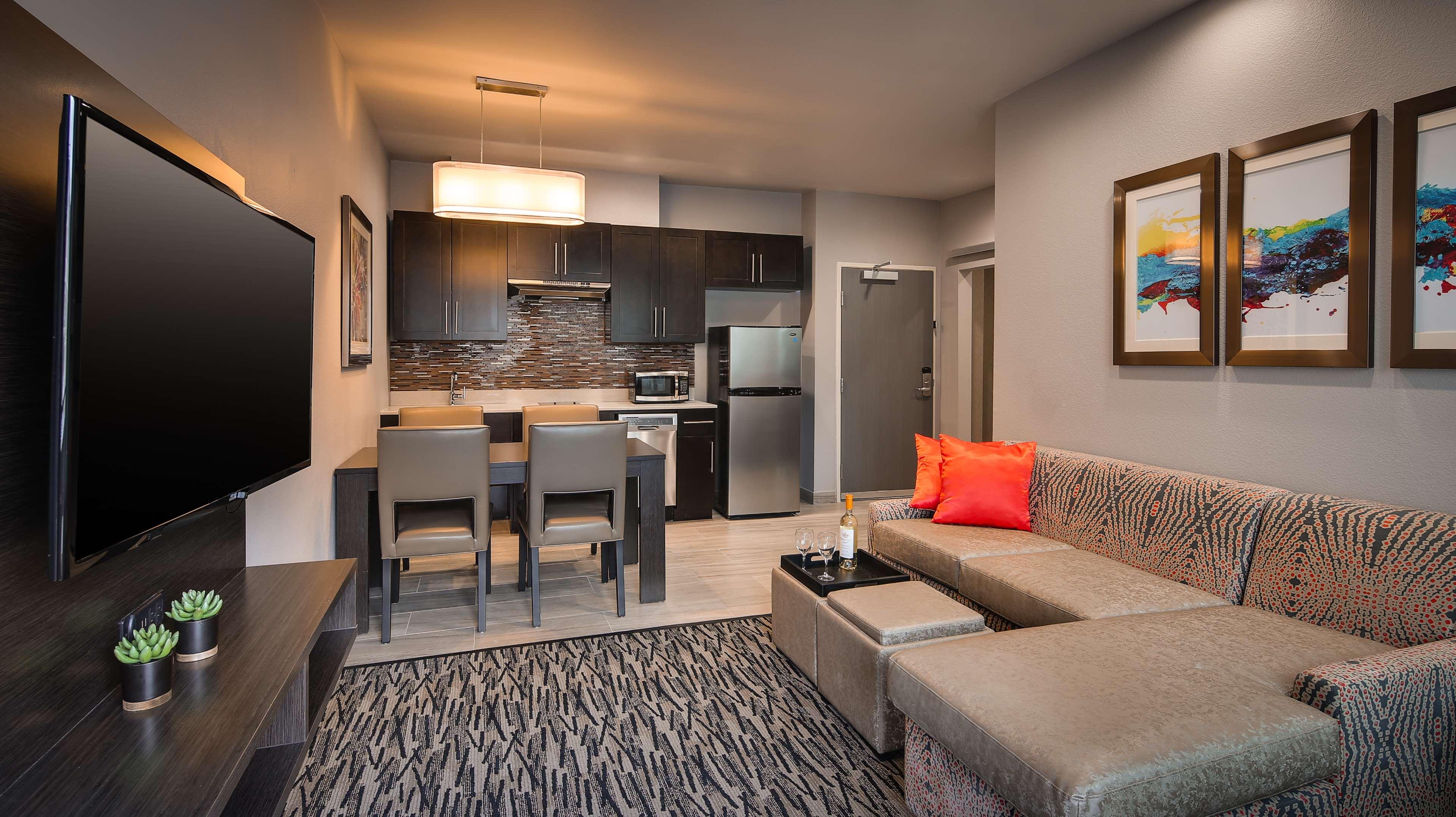 Best Western Plus Executive Residency Baytown image 30