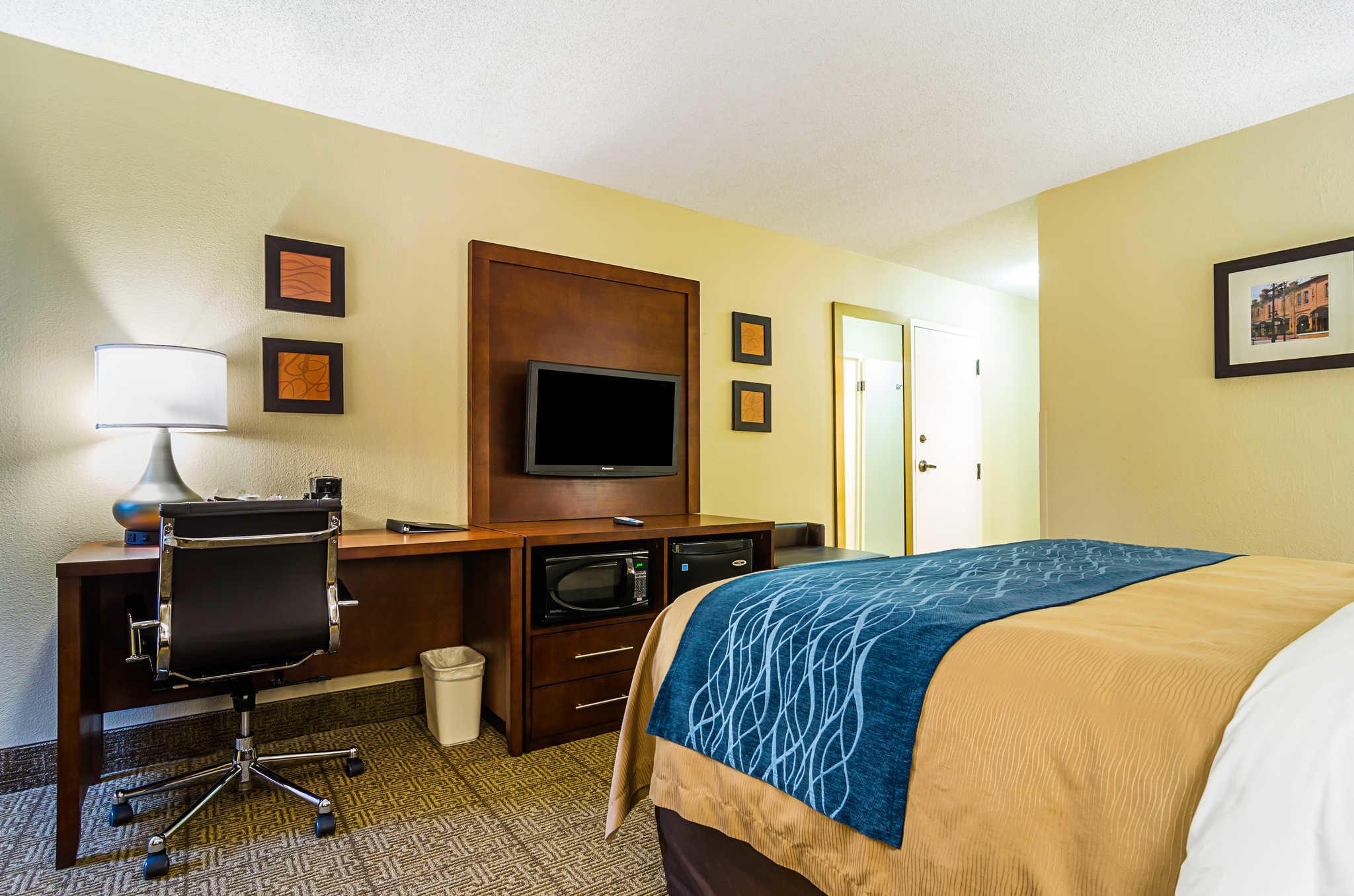 Comfort Inn & Suites Duke University-Downtown image 16