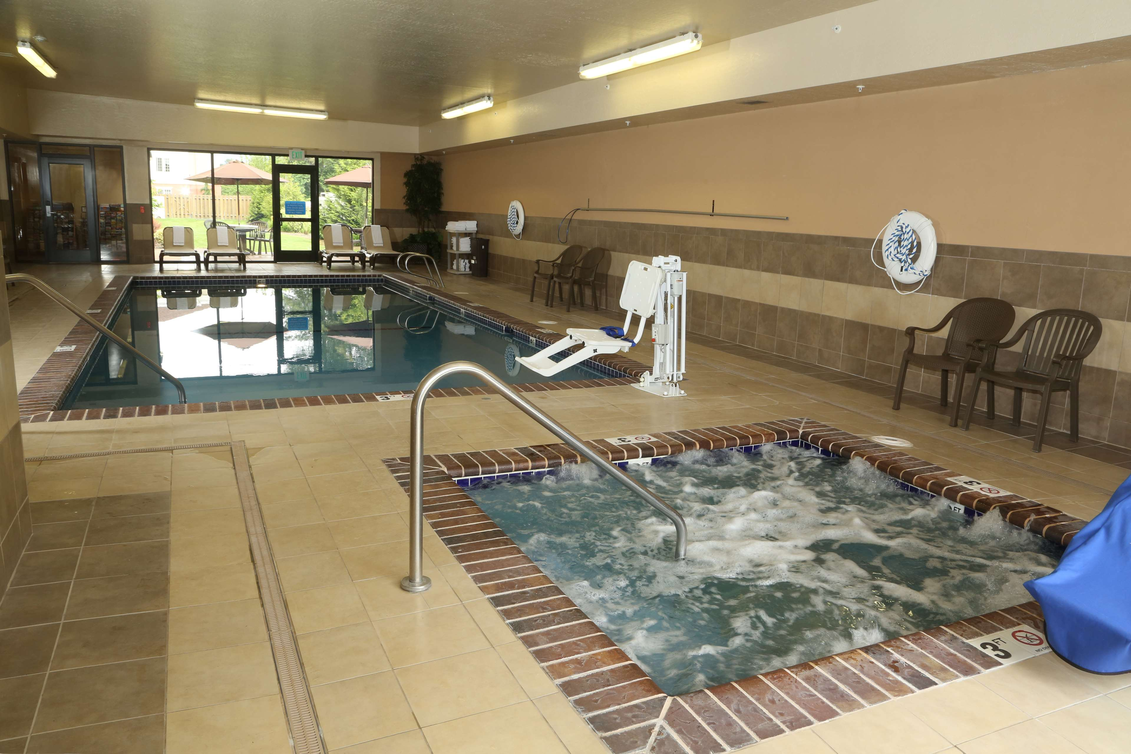 Hampton Inn & Suites Burlington image 5