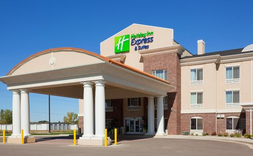 Holiday Inn Express & Suites Minot South image 0