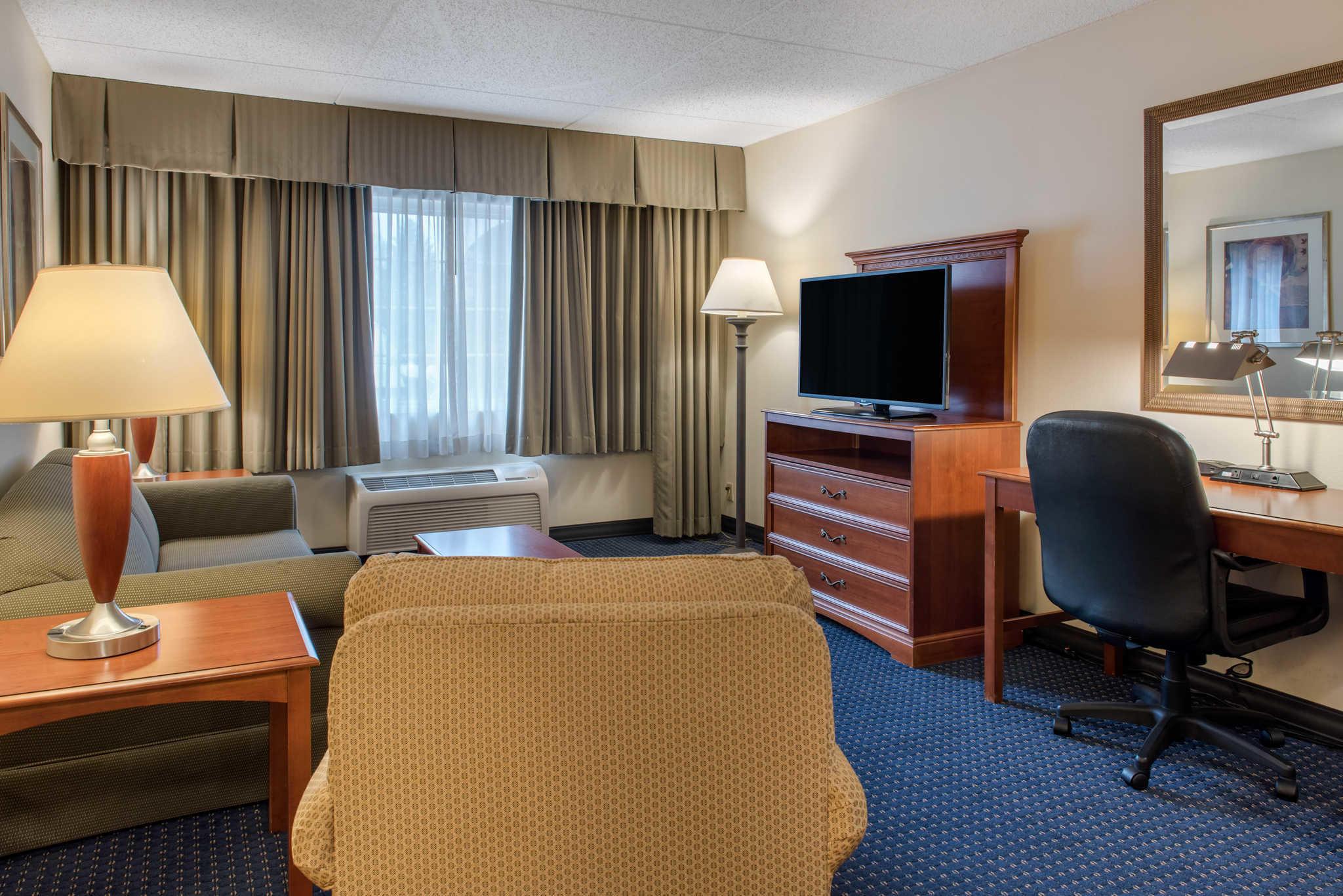 Quality Hotel - Cincinnati Blue Ash image 24