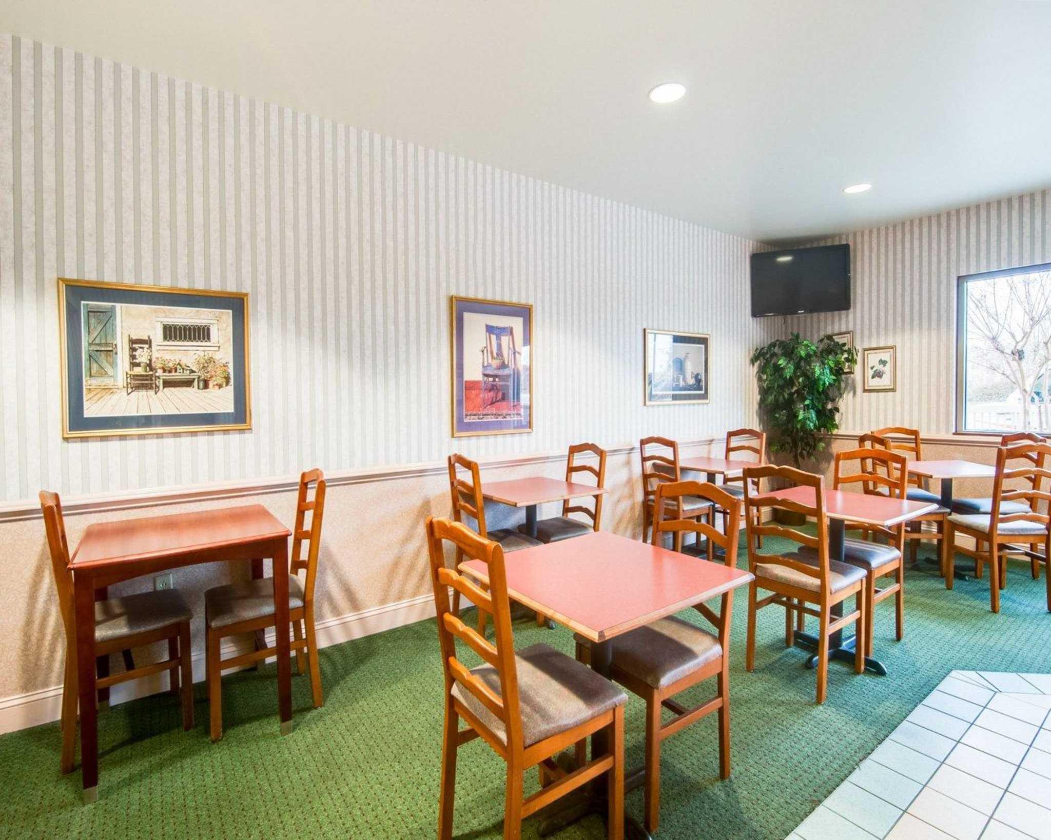 Comfort Inn Airport image 26