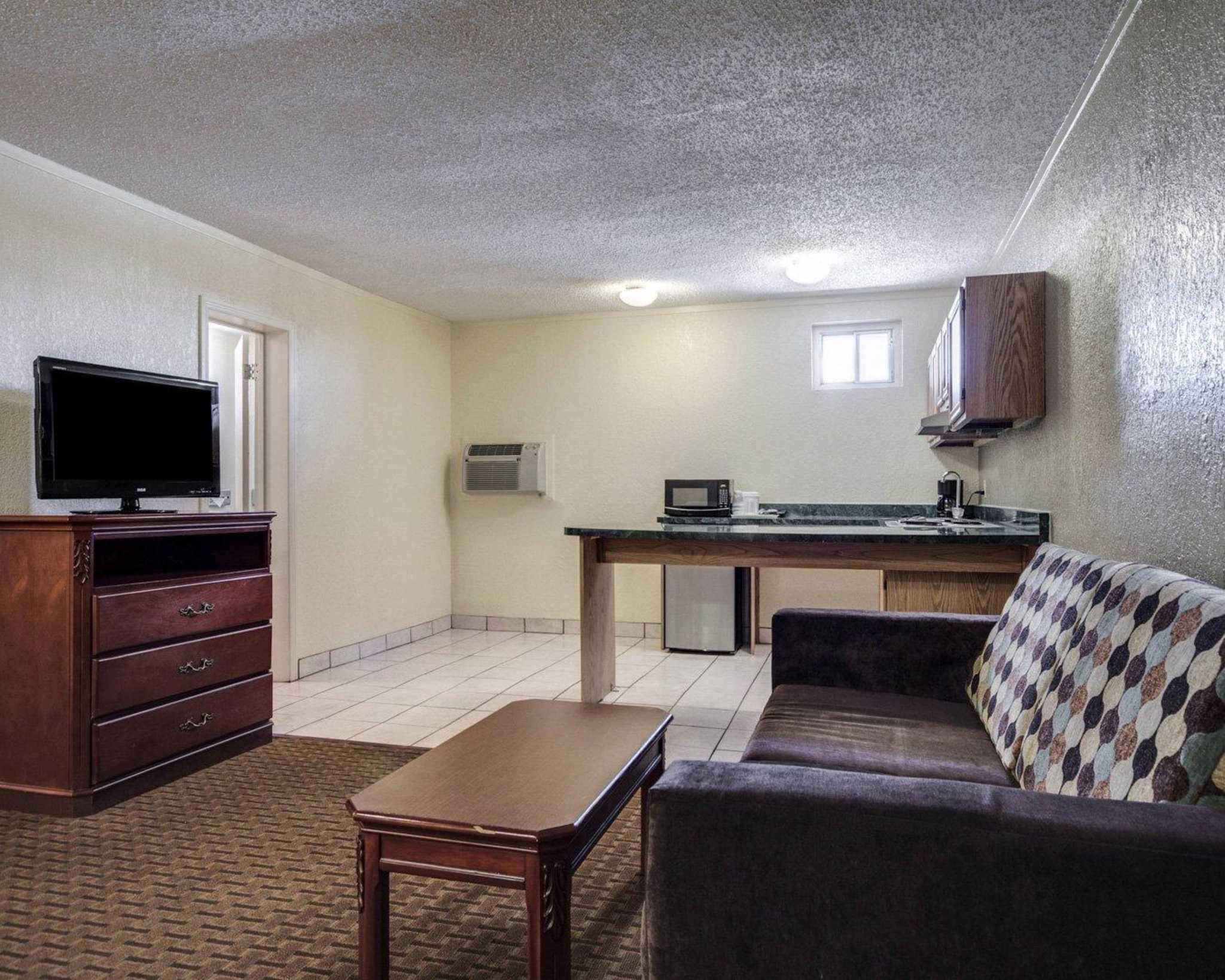 Quality Inn & Suites Airport image 32