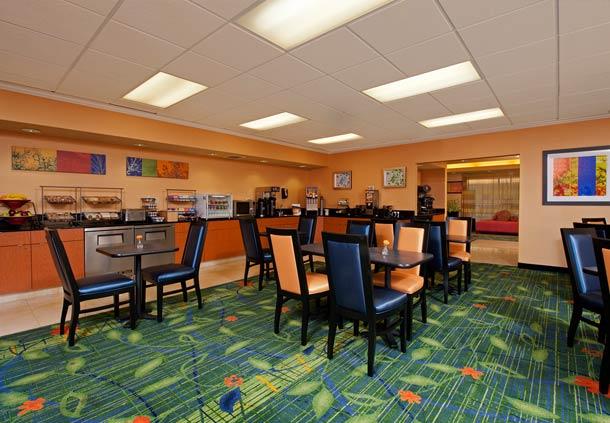 Fairfield Inn & Suites by Marriott Chicago Naperville image 8