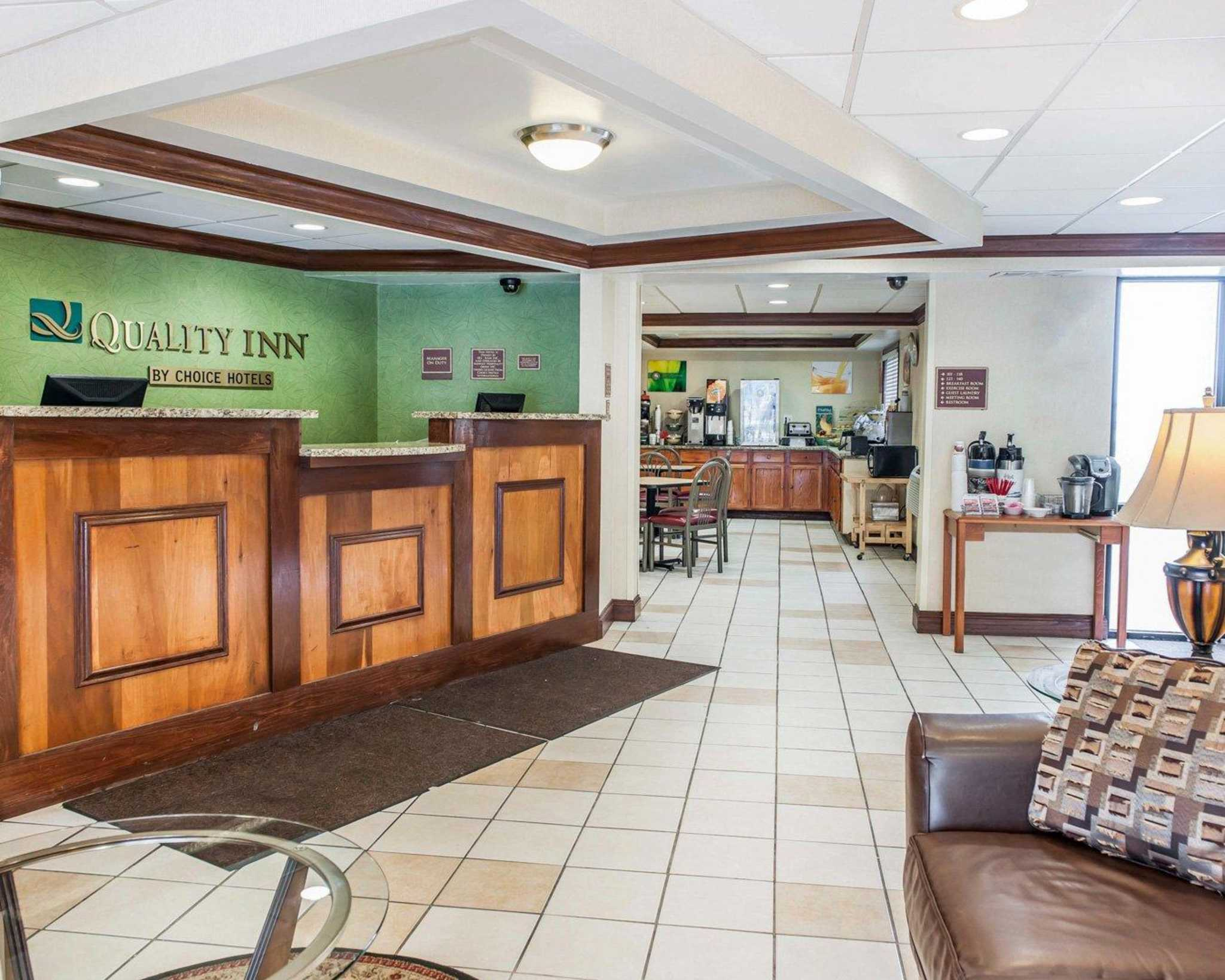 23 - Quality Inn South, Indianapolis, Standard Room, 2 Queen Beds, Non Smoking, Guest Room 24 - Quality Inn South, Indianapolis, Standard Room, 1 King Bed, Non Smoking, Guest Room 25 - Quality Inn South, Indianapolis, Breakfast Area/5().