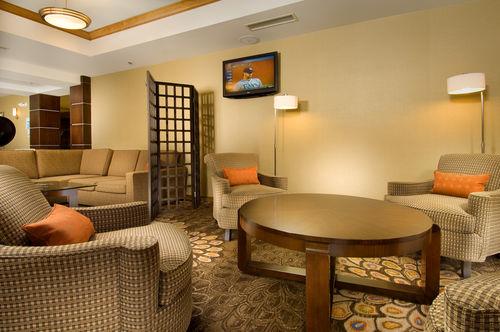 Holiday Inn Express & Suites Alexandria - Fort Belvoir image 1