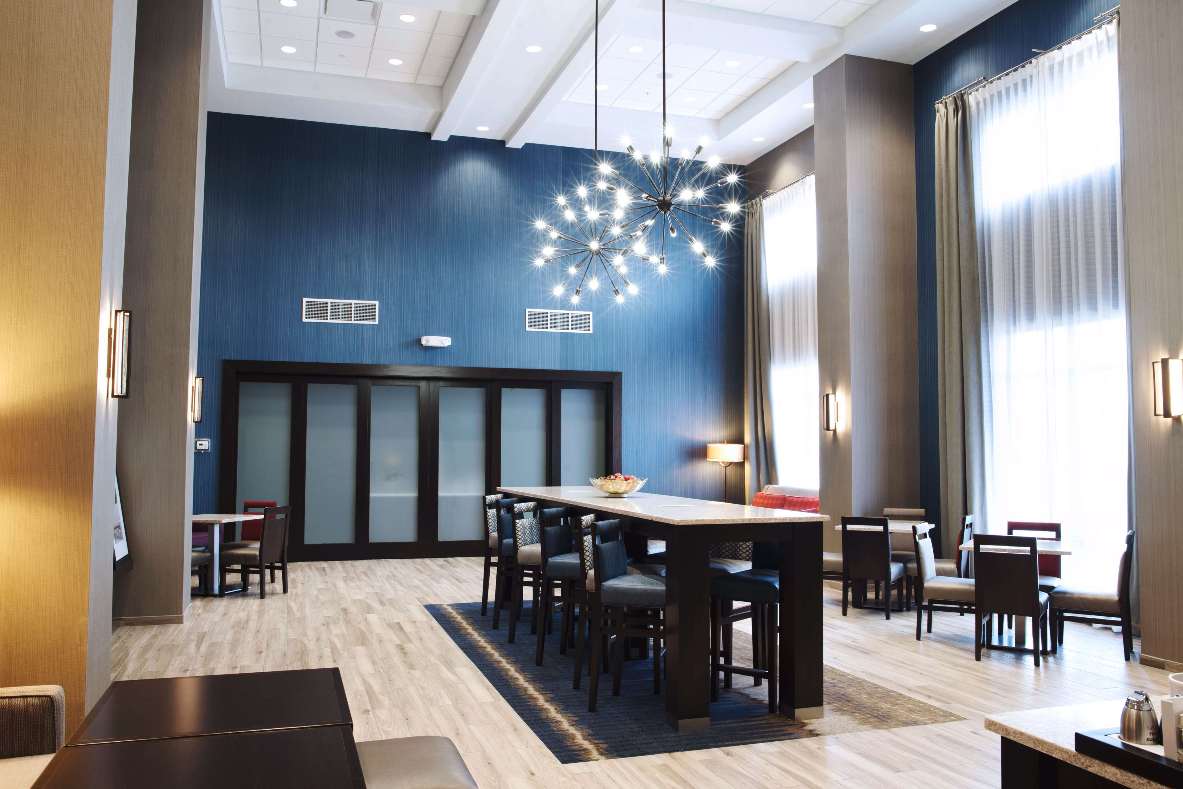 Hampton Inn & Suites Des Moines/Urbandale image 4