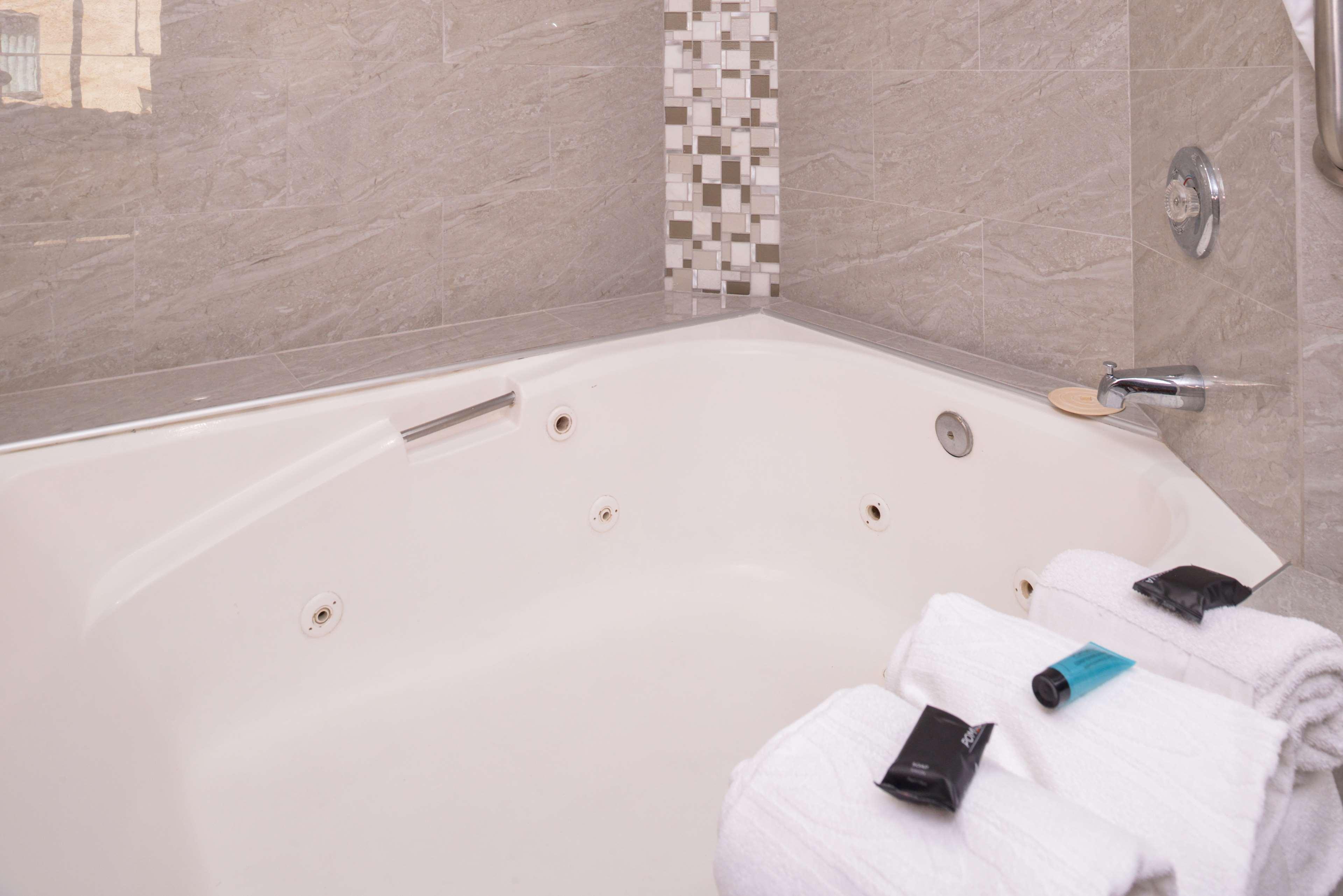 Americas Best Value Laguna Inn & Suites image 11