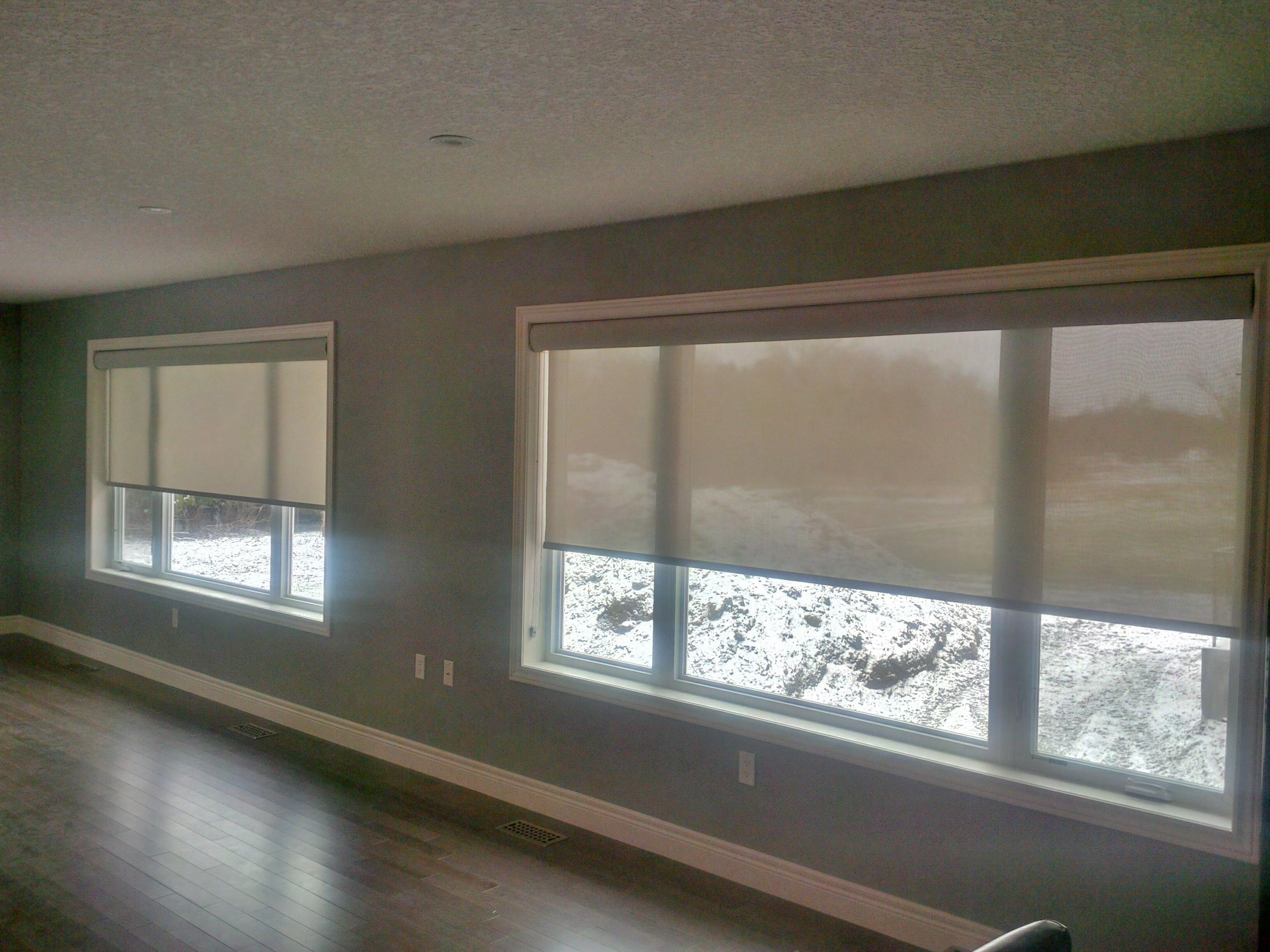 Budget Blinds à Waterloo: Before you decide that your large window needs to be broken up in to multiple shades or blinds, make sure you call Budget Blinds! This client didn't really want to have 3 shades in each of the windows pictured, but were told they were going to have to. We were able to install a single shade in each window so that the customer now has the simplicity in both appearance and operation that she wanted.