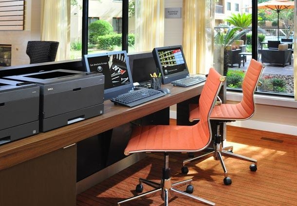 Courtyard by Marriott Houston Hobby Airport image 11