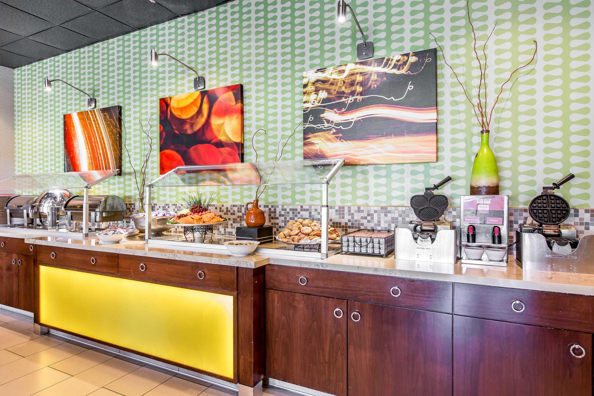 Clarion Hotel Anaheim Resort image 11