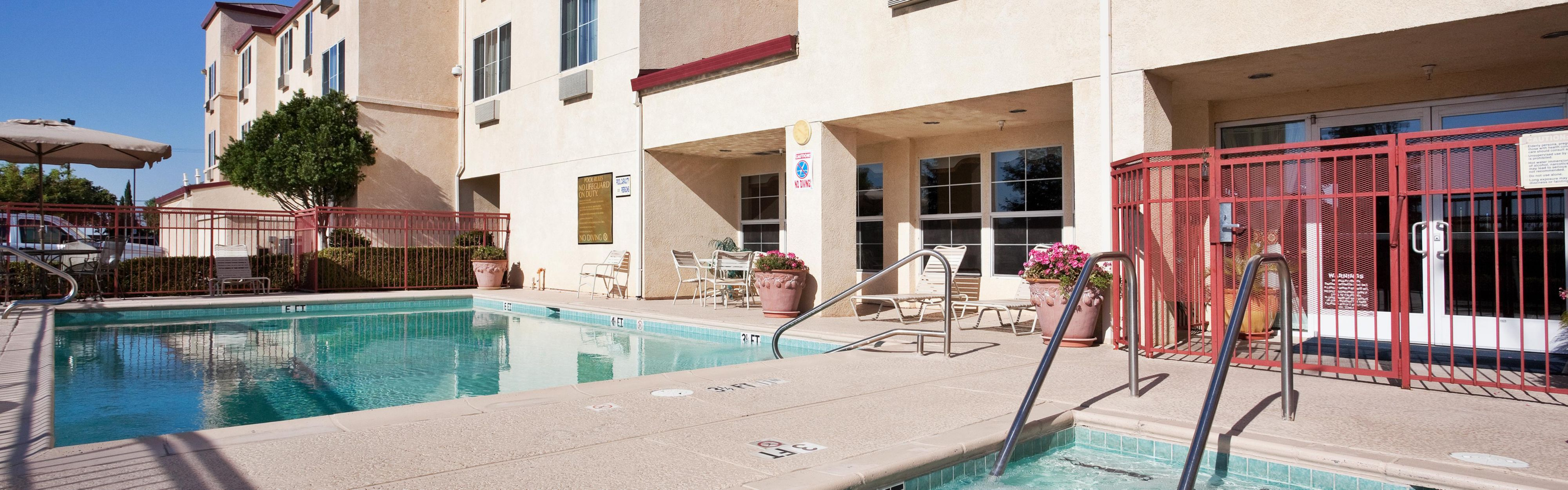 Holiday Inn Express & Suites Tracy image 2