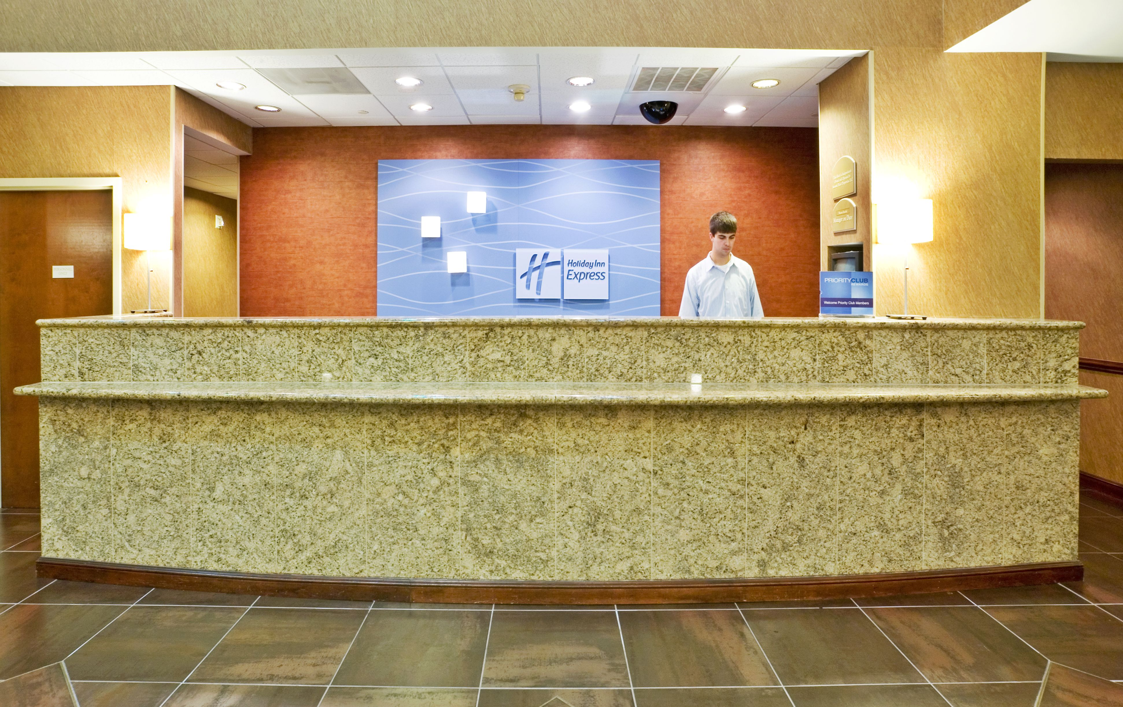Holiday Inn Express & Suites Irving Conv Ctr - Las Colinas image 4