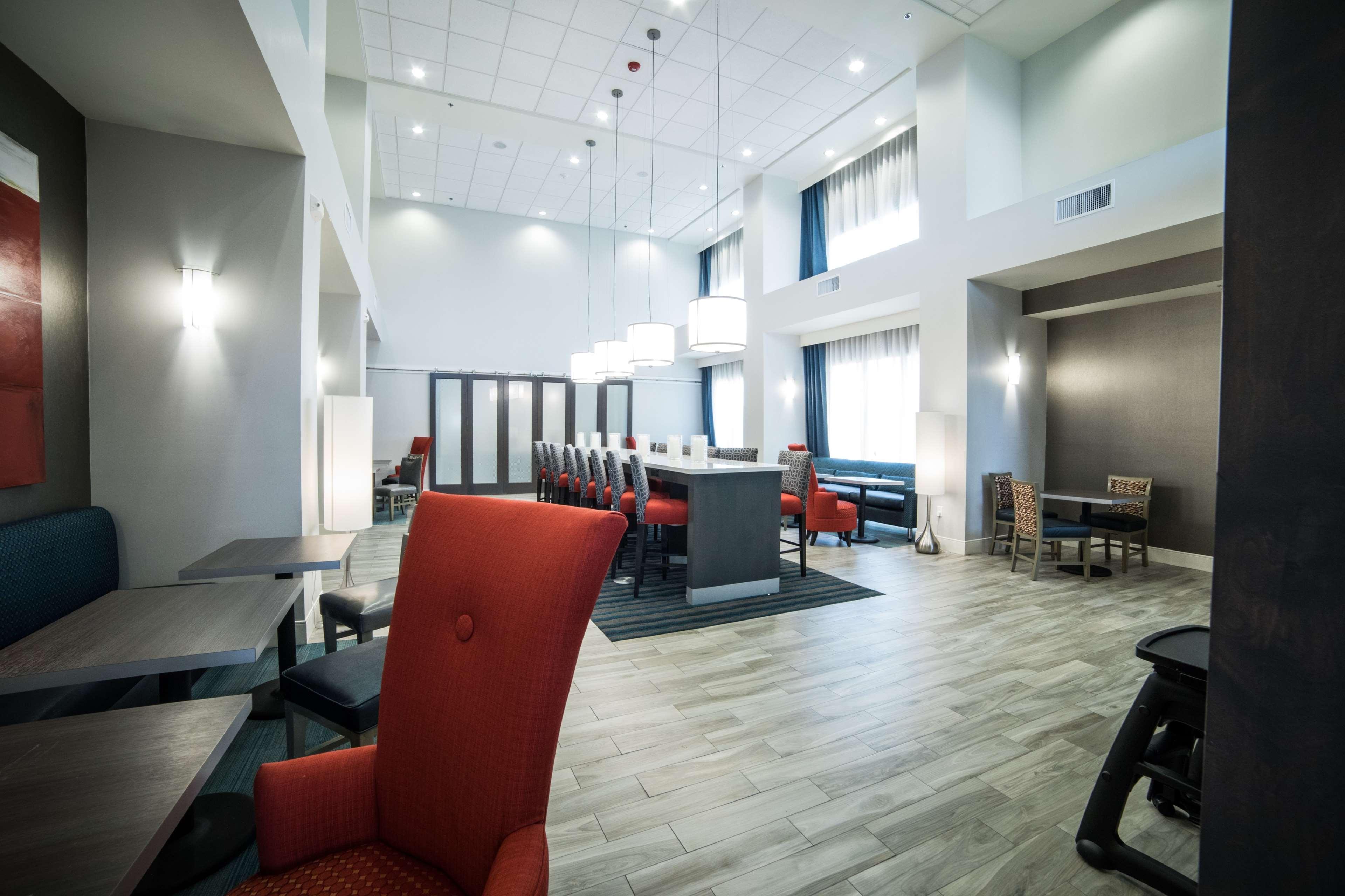 Hampton Inn & Suites Tempe - Phoenix Airport image 4
