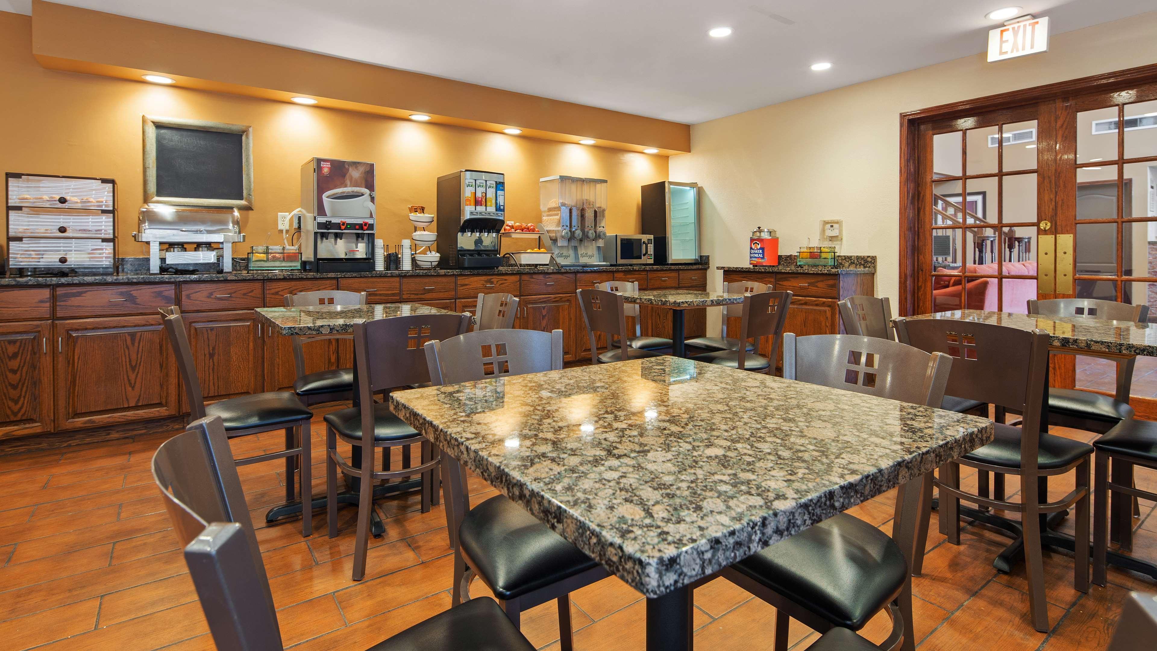 Best Western Plus Fort Wayne Inn & Suites North image 14