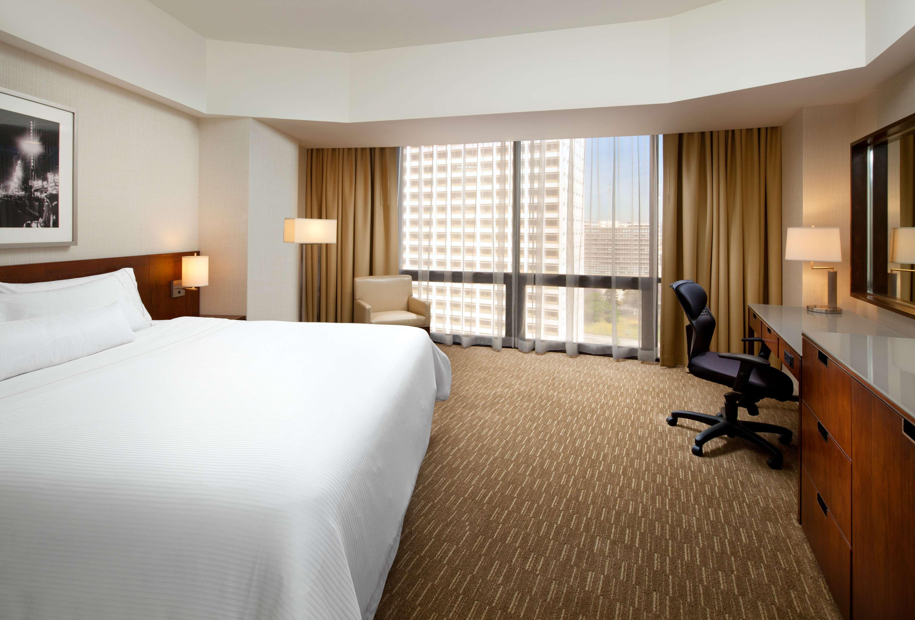 The Westin Bonaventure Hotel & Suites, Los Angeles image 8