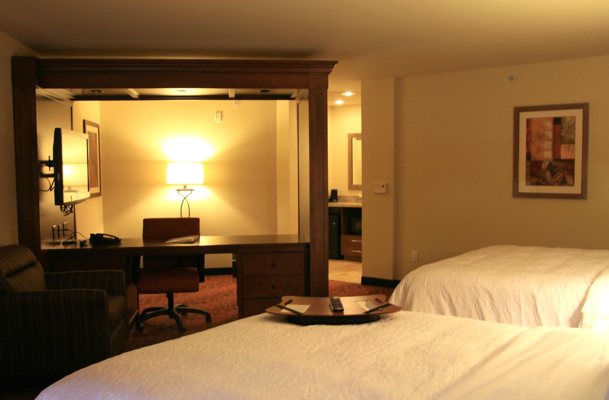Hampton Inn & Suites Seattle-Airport/28th Ave image 5